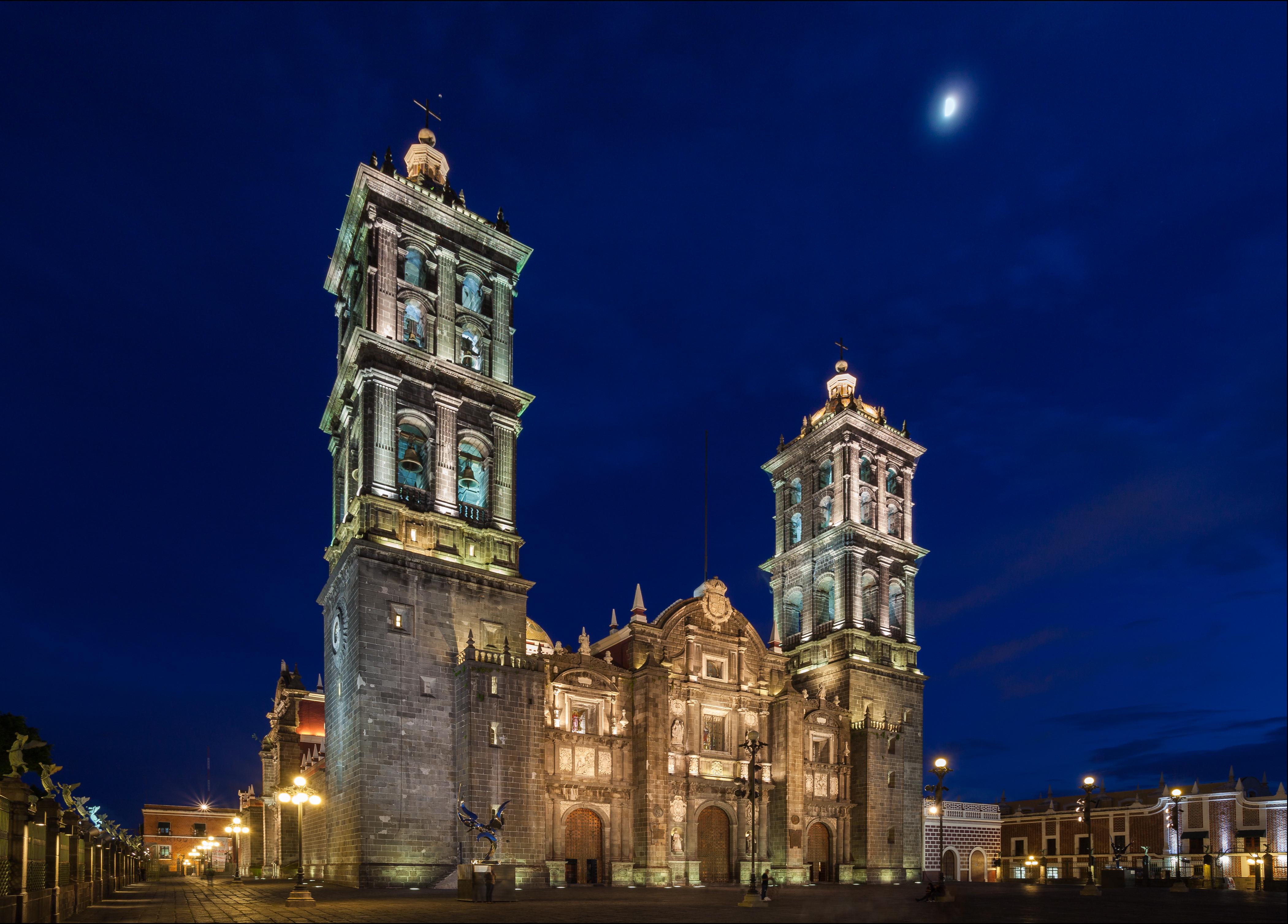 Fachada de la Catedral de Puebla, de las más hermosas de México