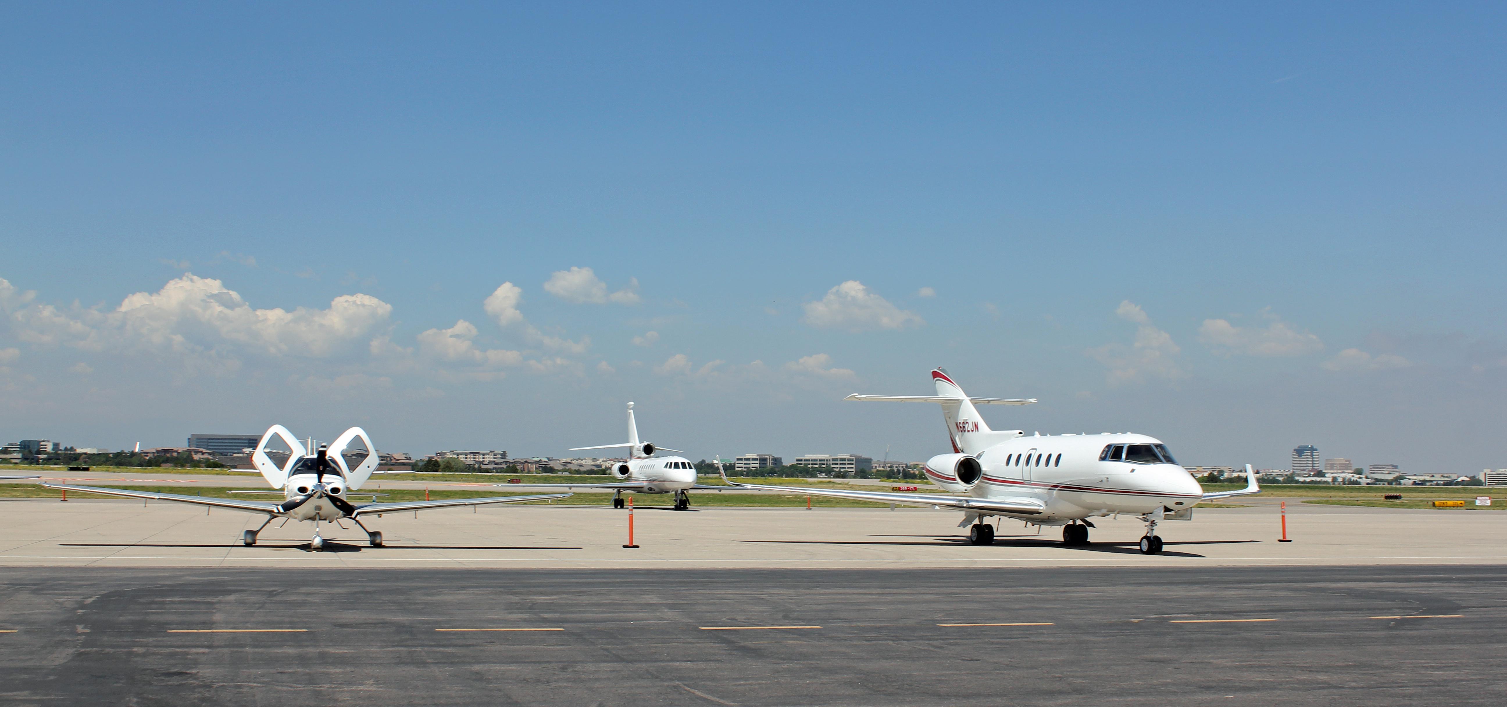 Blue apron engineering - File Centennial Airport Apron Jpg