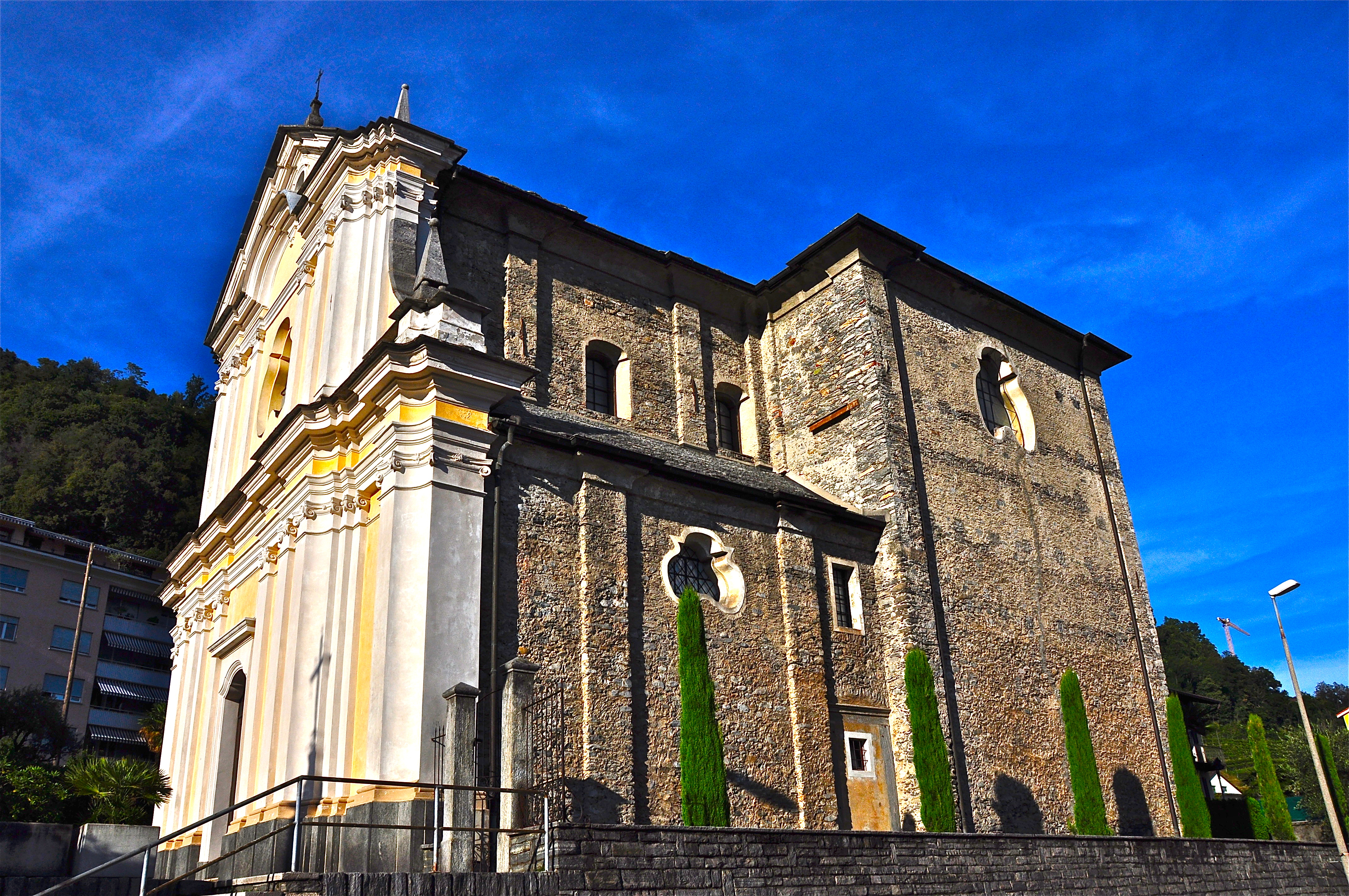 file chiesa di san giovanni battista - facciata laterale  jpg