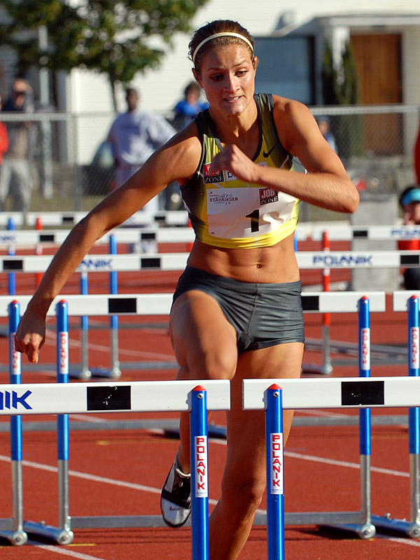 Womens track and field Cameltoe Pics Up Close