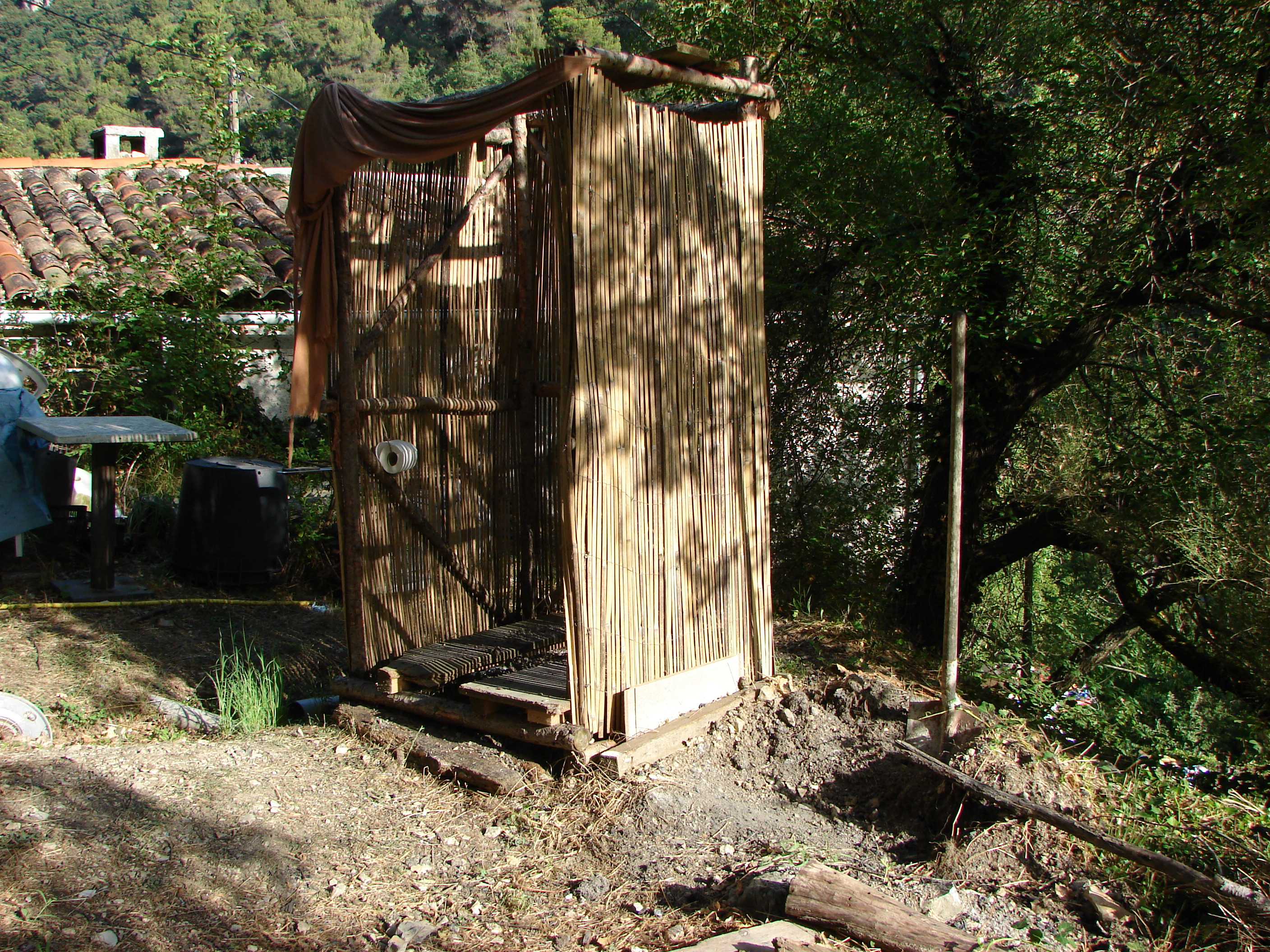 File:Composting toilet Toilettes sèches en plein air WC ...