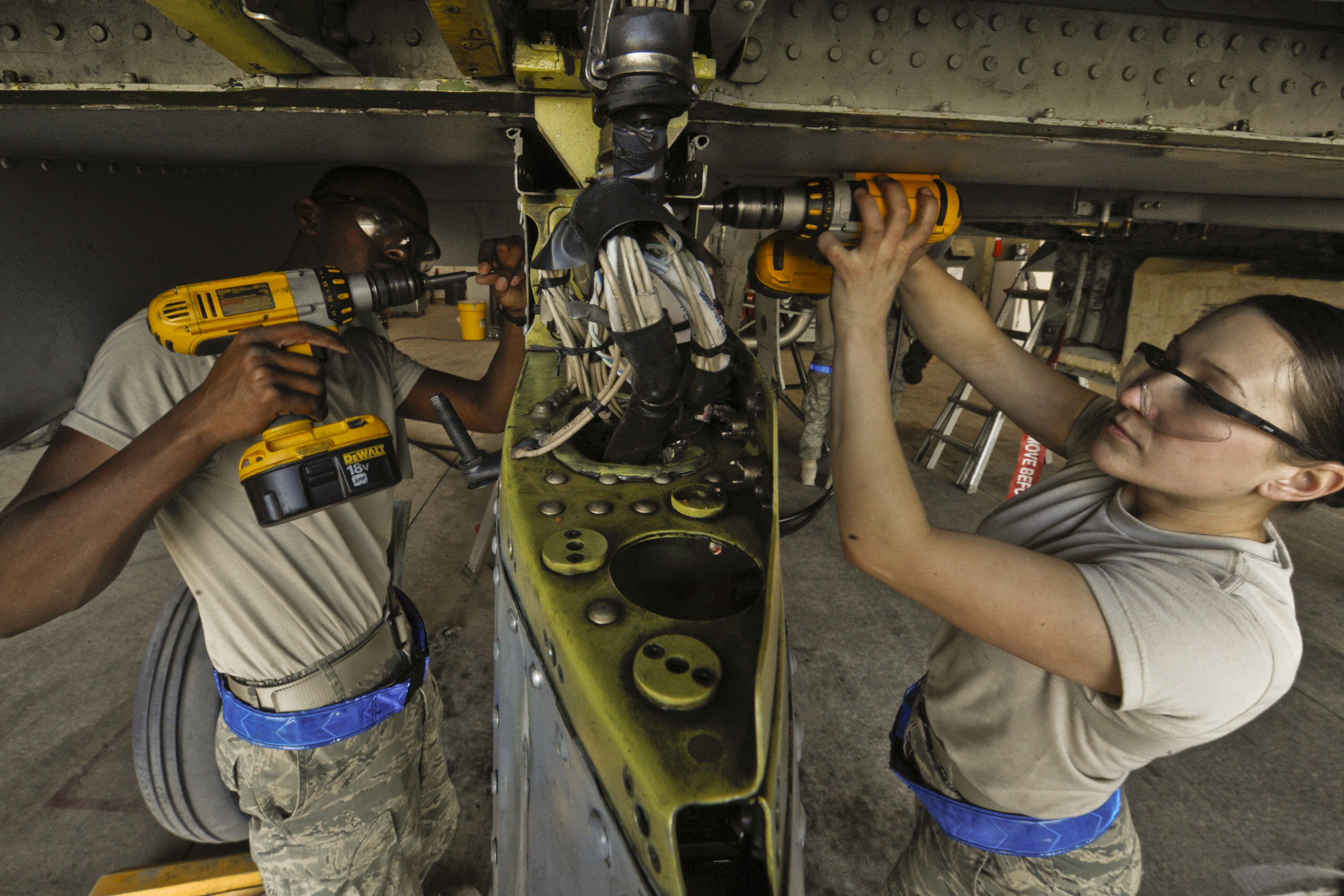 how to become an aircraft mechanic in the military