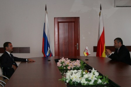 File:Dmitry Medvedev in South Ossetia cominf-11.JPG