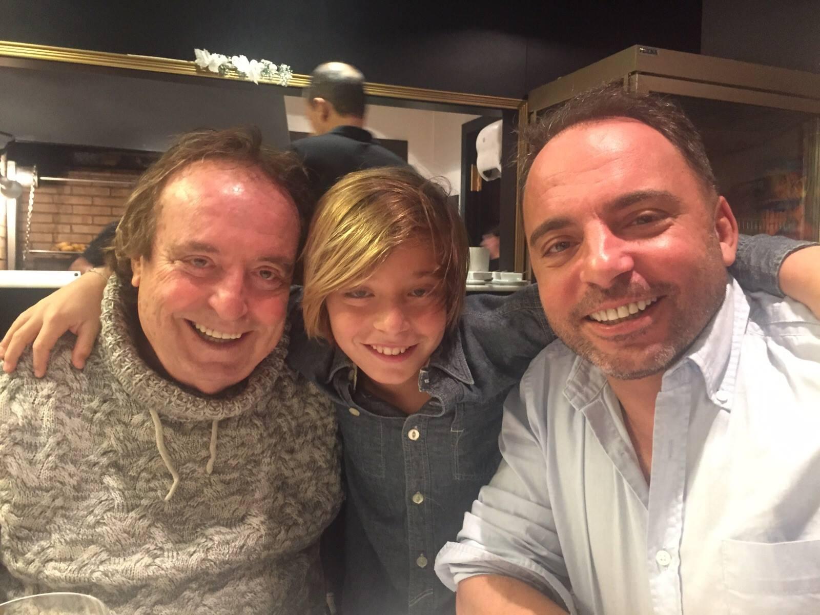 Dyango con su hijo Marcos Llunas y su nieto Izan.