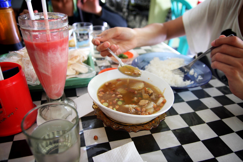 FileEating Soto Bandung.jpg   Wikimedia Commons