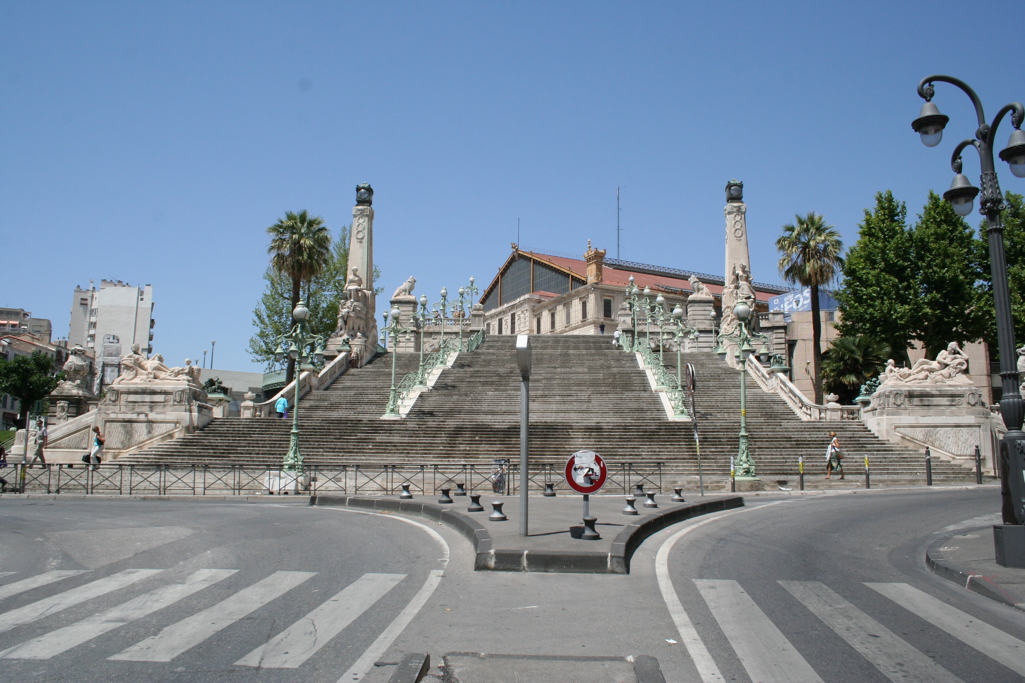 File escalier de la gare marseille saint charles jpg - Distance gare st charles vieux port marseille ...