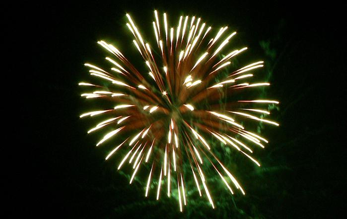 File:Fogo de Artifício, Tuizelo.jpg