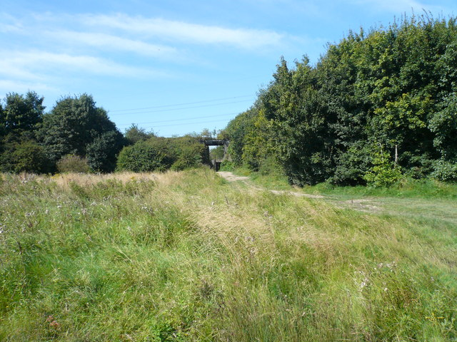 Footpath - Entering Rother Valley Country Park - geograph.org.uk - 534785