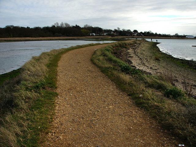 Footpath Warsash, Bunny Meadows - geograph.org.uk - 709733