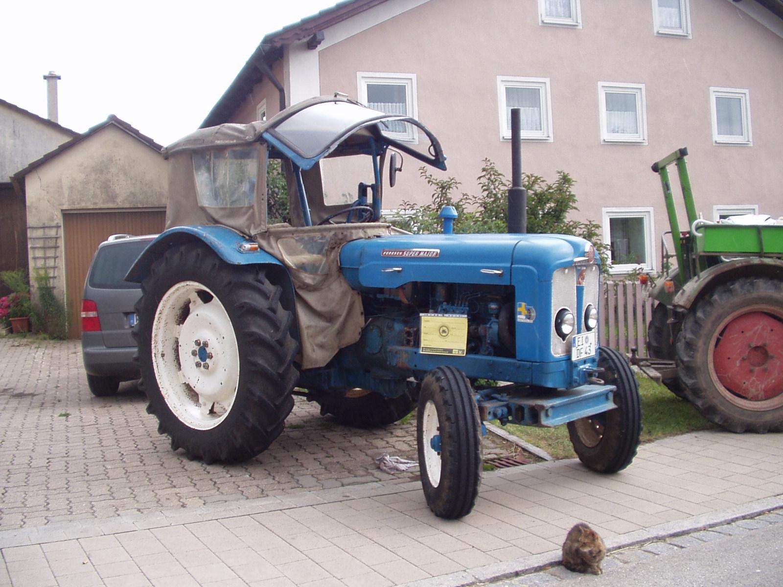 Fordson traktor dating Nina dobrev og Ian Somerhalder dating 2011