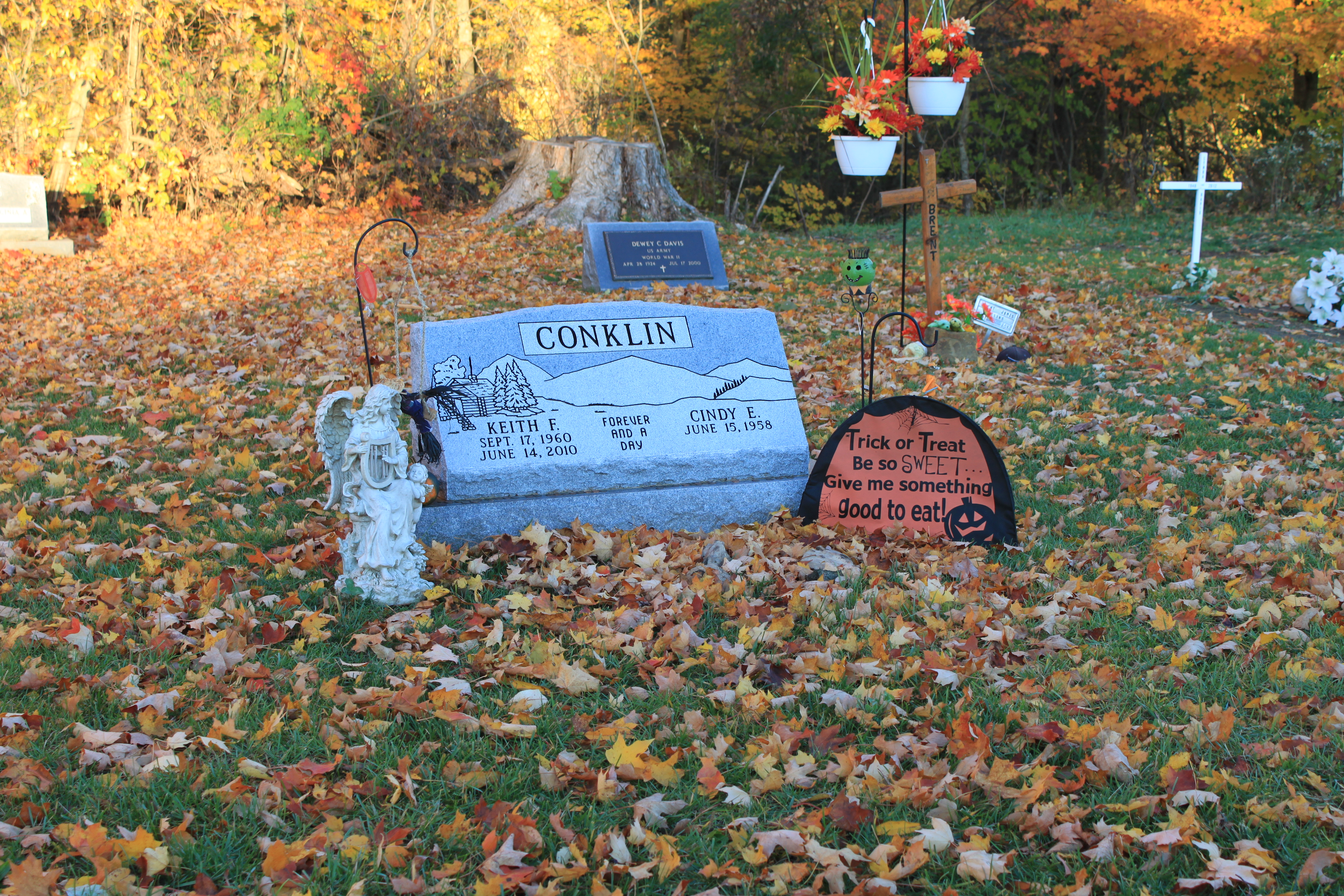 file:grave decorated for halloween, alban cemetery, ypsilanti