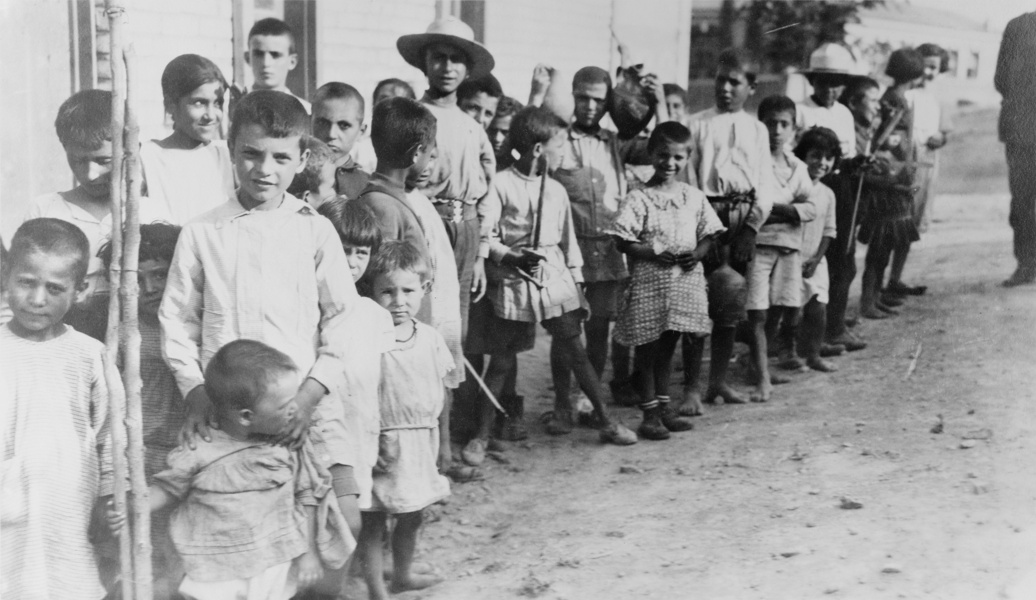 File:Greek and Armenian refugee children near Athens, 1923 ...