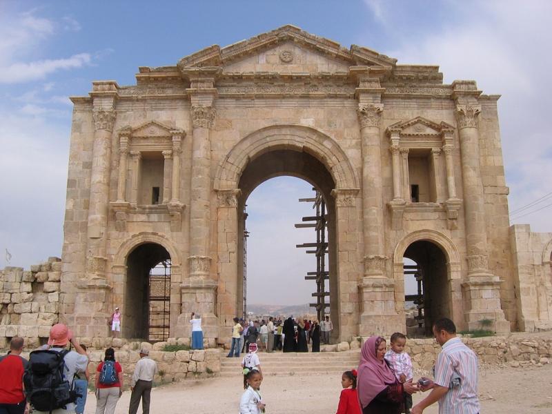 File:Hadrian-Arch-in-jerash.JPG - Wikimedia Commons