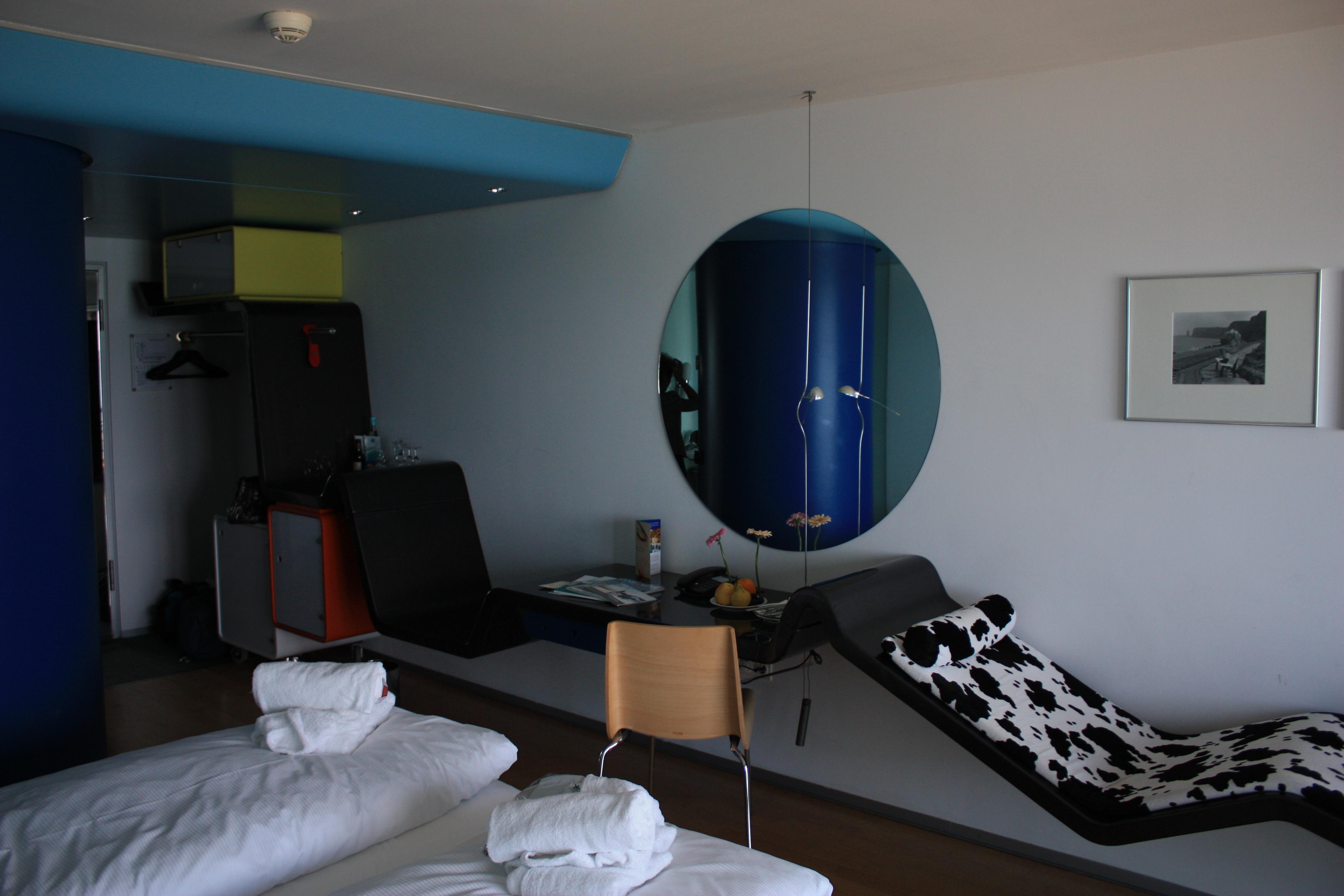 File:Heligoland Hotel Atoll Designerzimmer 20090626 005.JPG ...