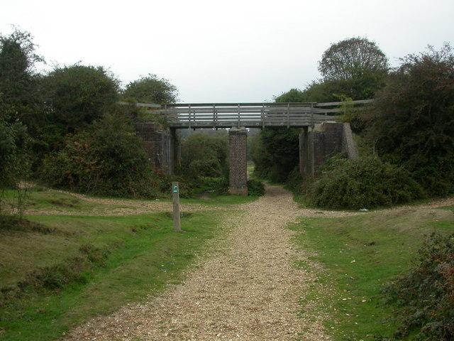 Hincheslea, old railway bridge - geograph.org.uk - 1527171