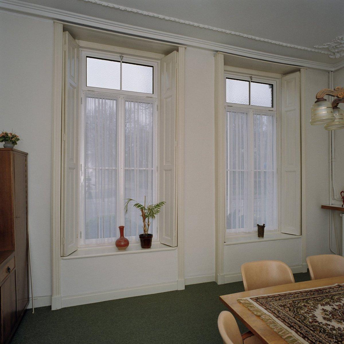 File interieur villa overzicht spreekkamer links voor met for Interieur villa