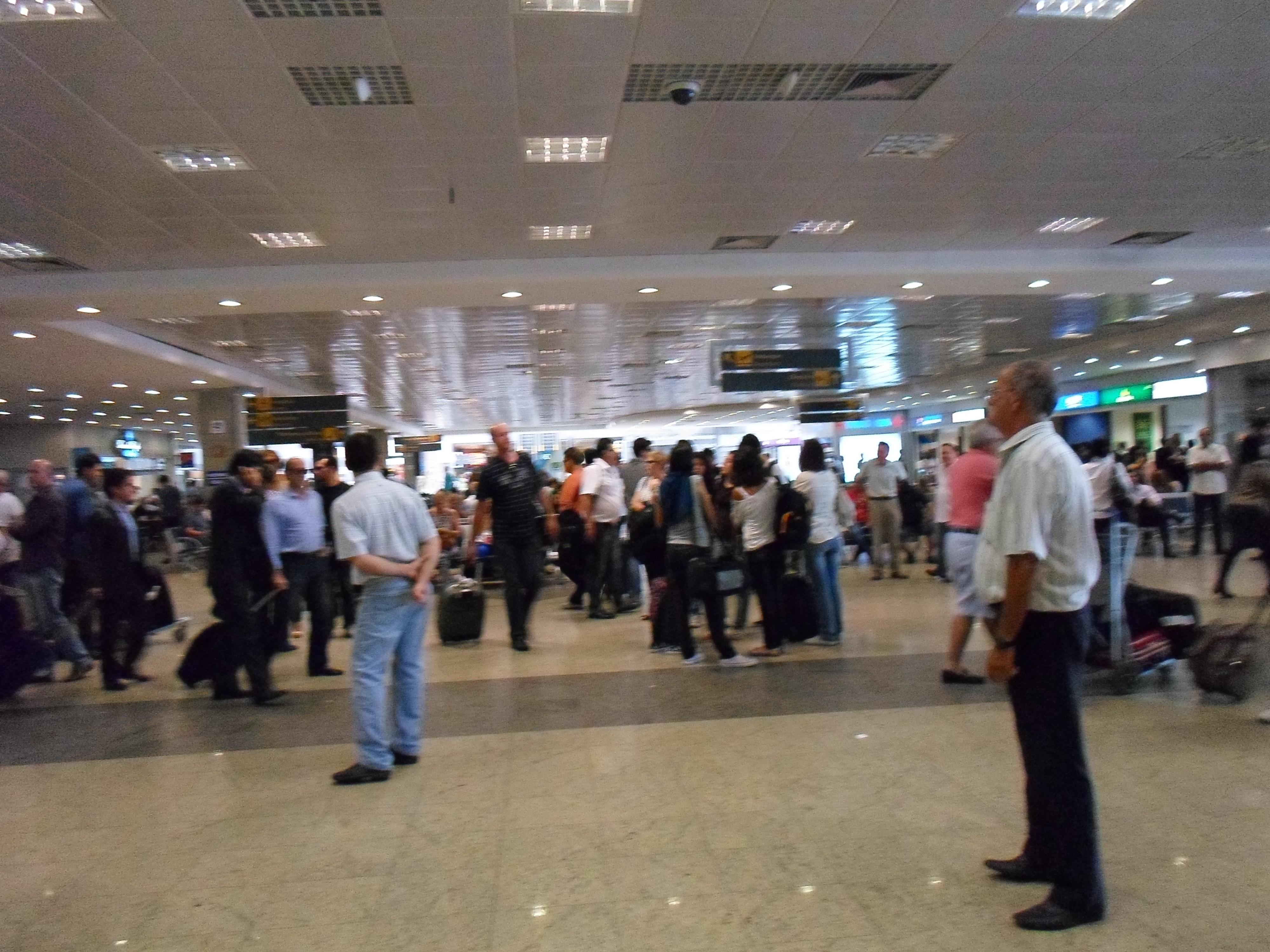 Aeroporto Viracopos : File interior do aeroporto internacional de viracopos