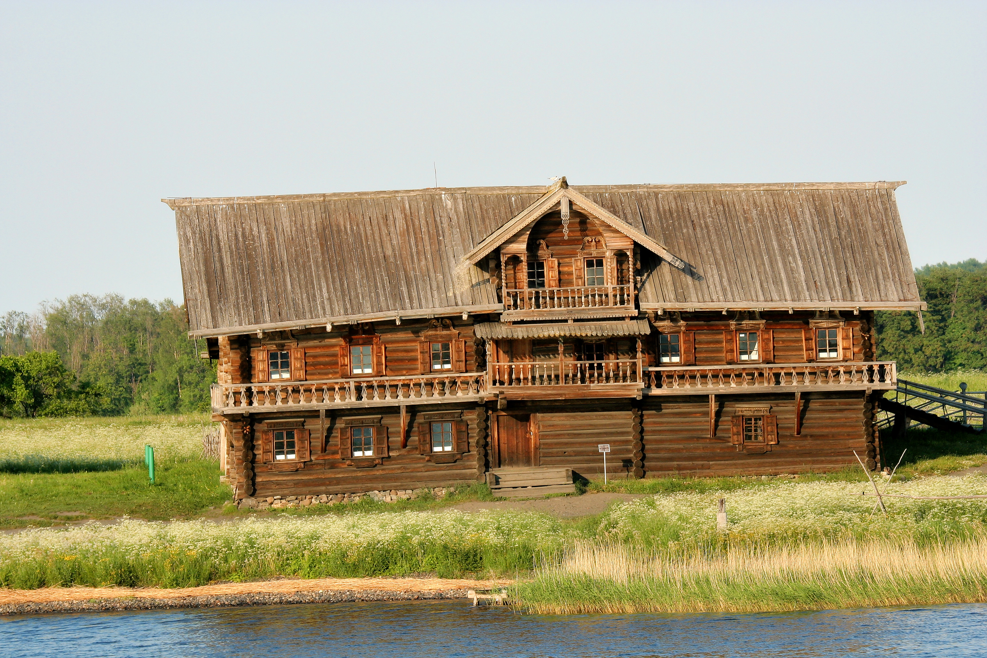 File kizhi farmhouse wikimedia commons for Farm house model