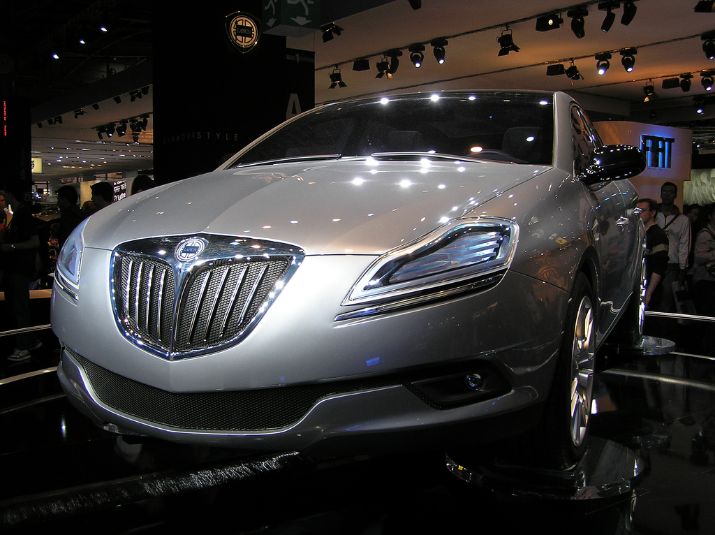 https://upload.wikimedia.org/wikipedia/commons/a/a3/Lancia_Delta_HPE_concept.jpg