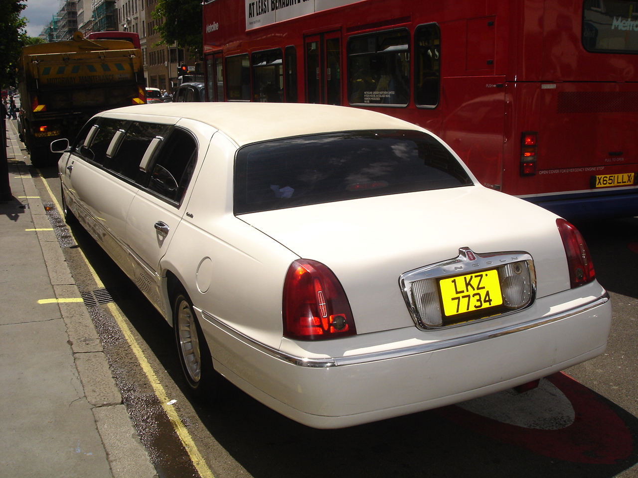 File Lincoln Town Car Stretch Limo Jpg Wikimedia Commons
