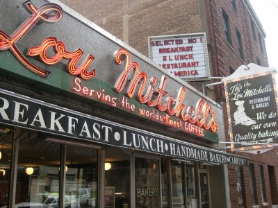 File:Lou Mitchells in Chicago.jpg