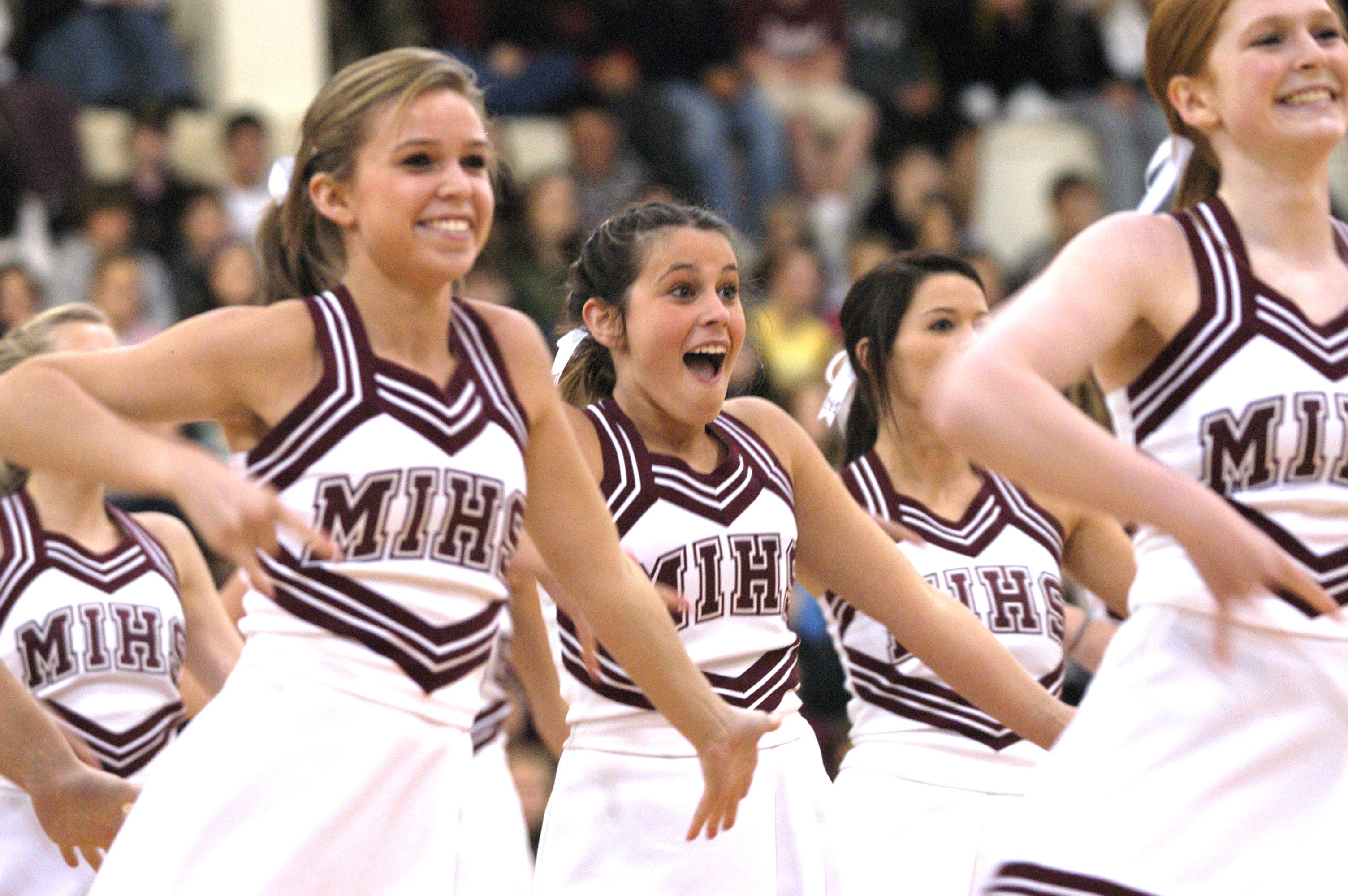 File:Mercer Island High School Cheerleaders.jpg - Wikimedia Commons