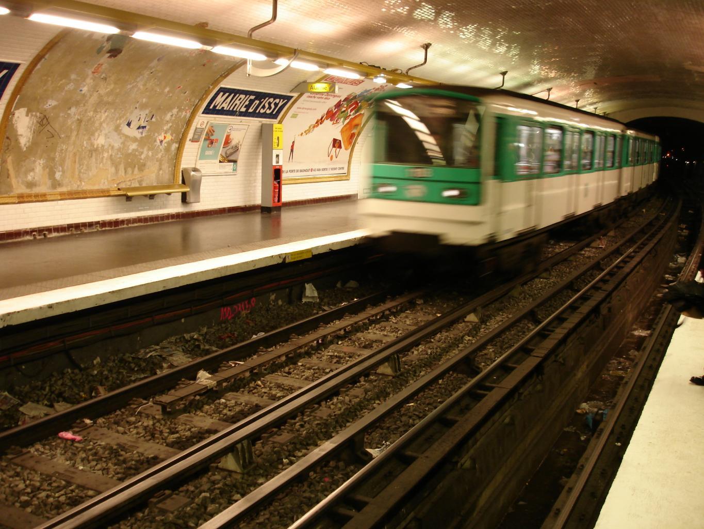 file metro ligne 12 mairie d issy mf67 jpg wikimedia commons
