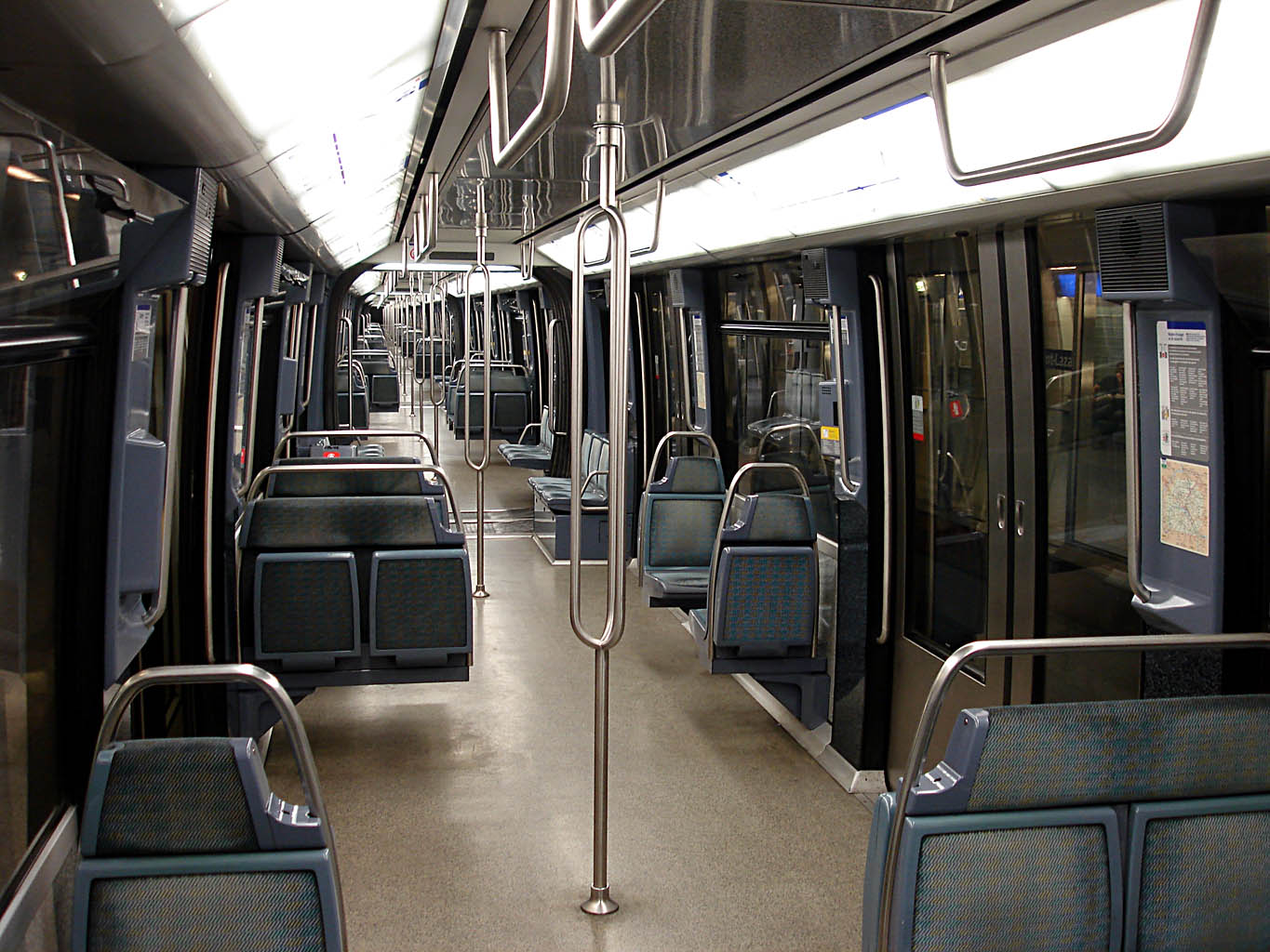 file metro paris ligne 14 interieur mp 89 ca