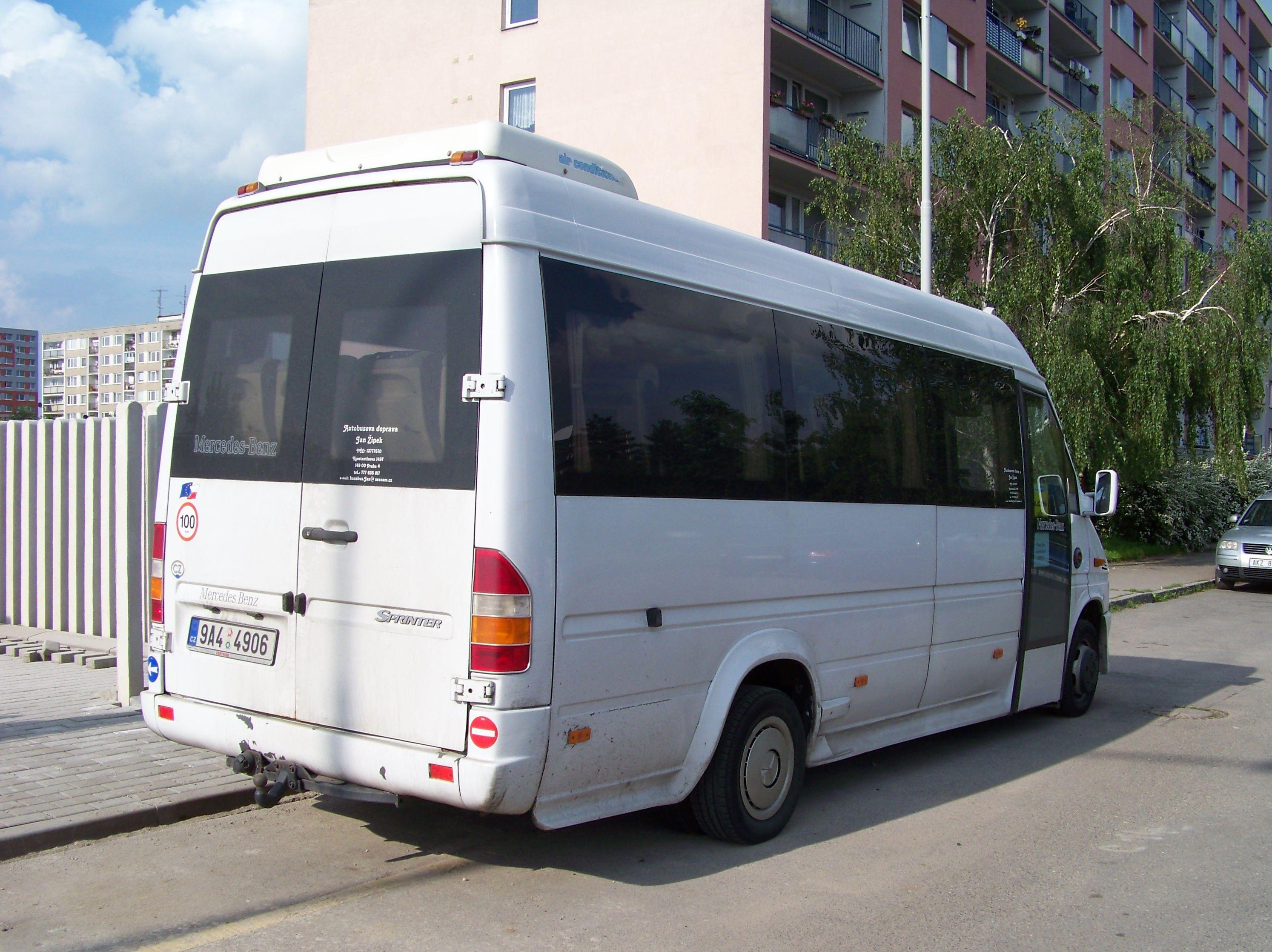 File minibus mercedes benz sprinter jan for Mercedes benz minibuses