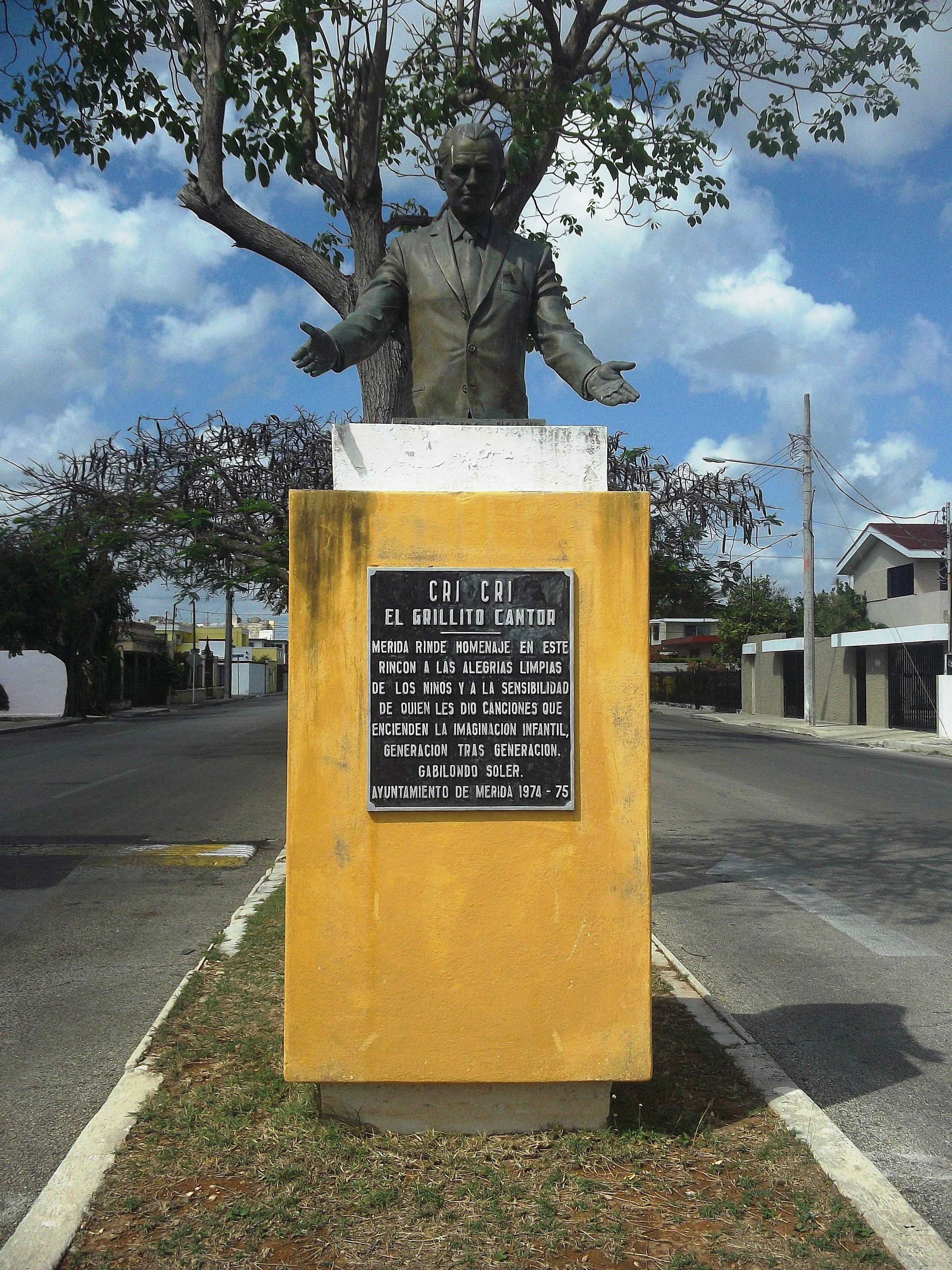 Monumento a Francisco Gabilondo Soler.