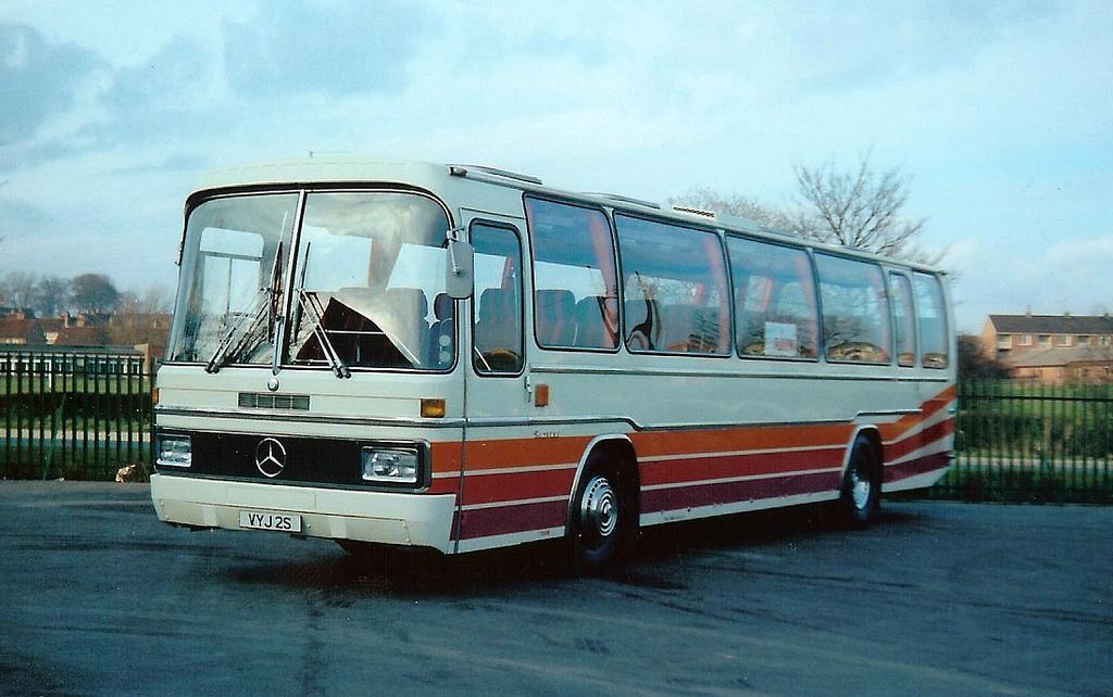 File:New coach (VYJ 2S), 1978 Mercedes Benz O303 Plaxton ...
