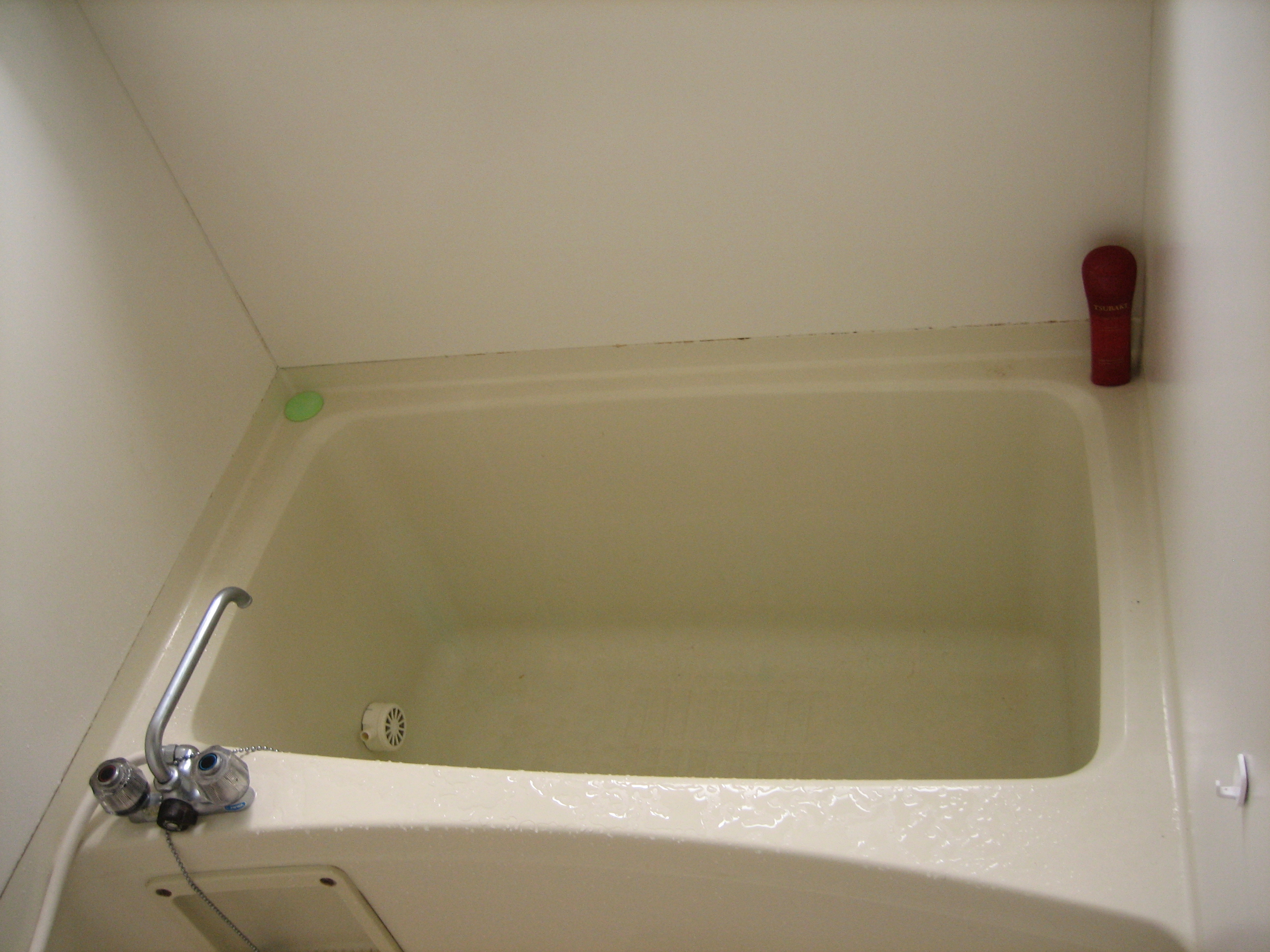 Small japanese soaking tub 8 copper things to match your for How deep is a normal bathtub