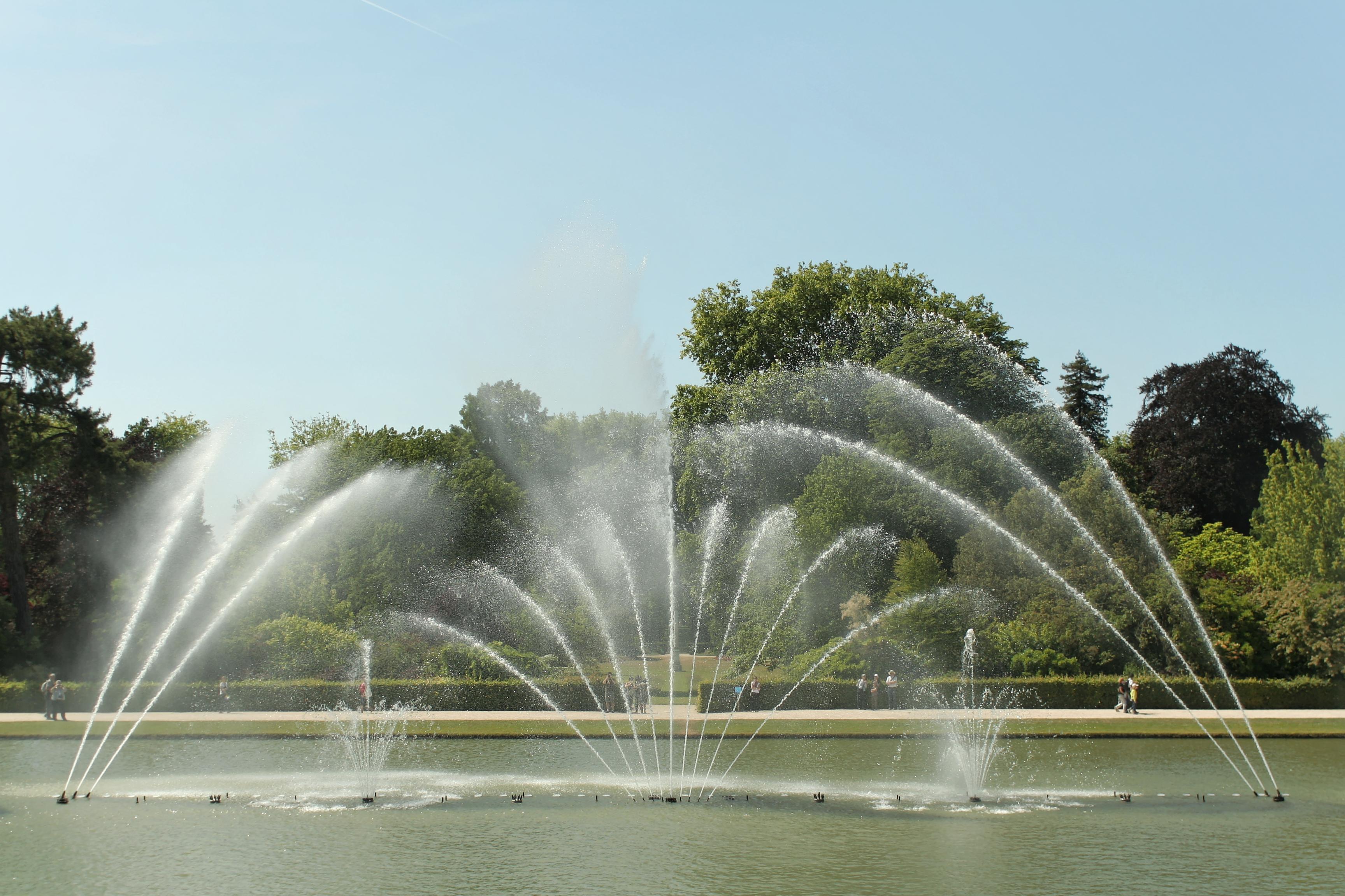 File parc de versailles bassin du miroir jets d 39 eau 11 for Bassin miroir