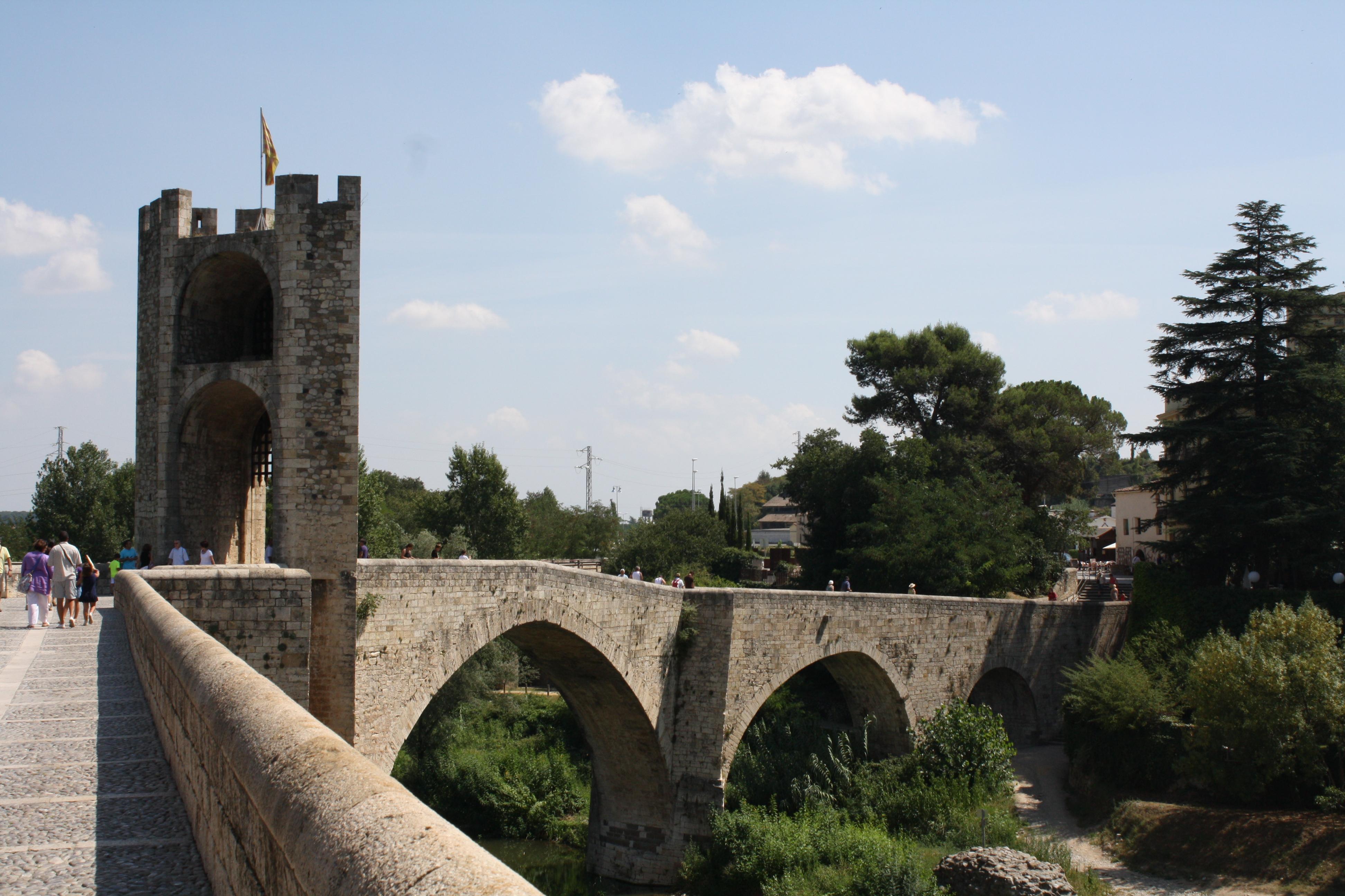 Fitxer:Pont fortificat de Besalú.jpg - Viquipèdia, lenciclopèdia lliure