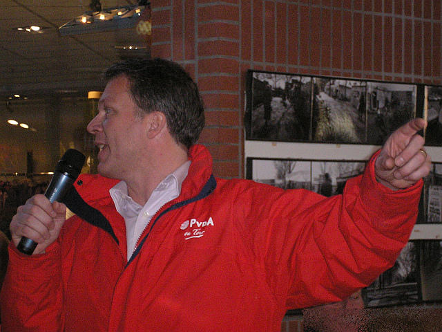 File:PvdA Wouter Bos - Hengelo20061117 09.jpg