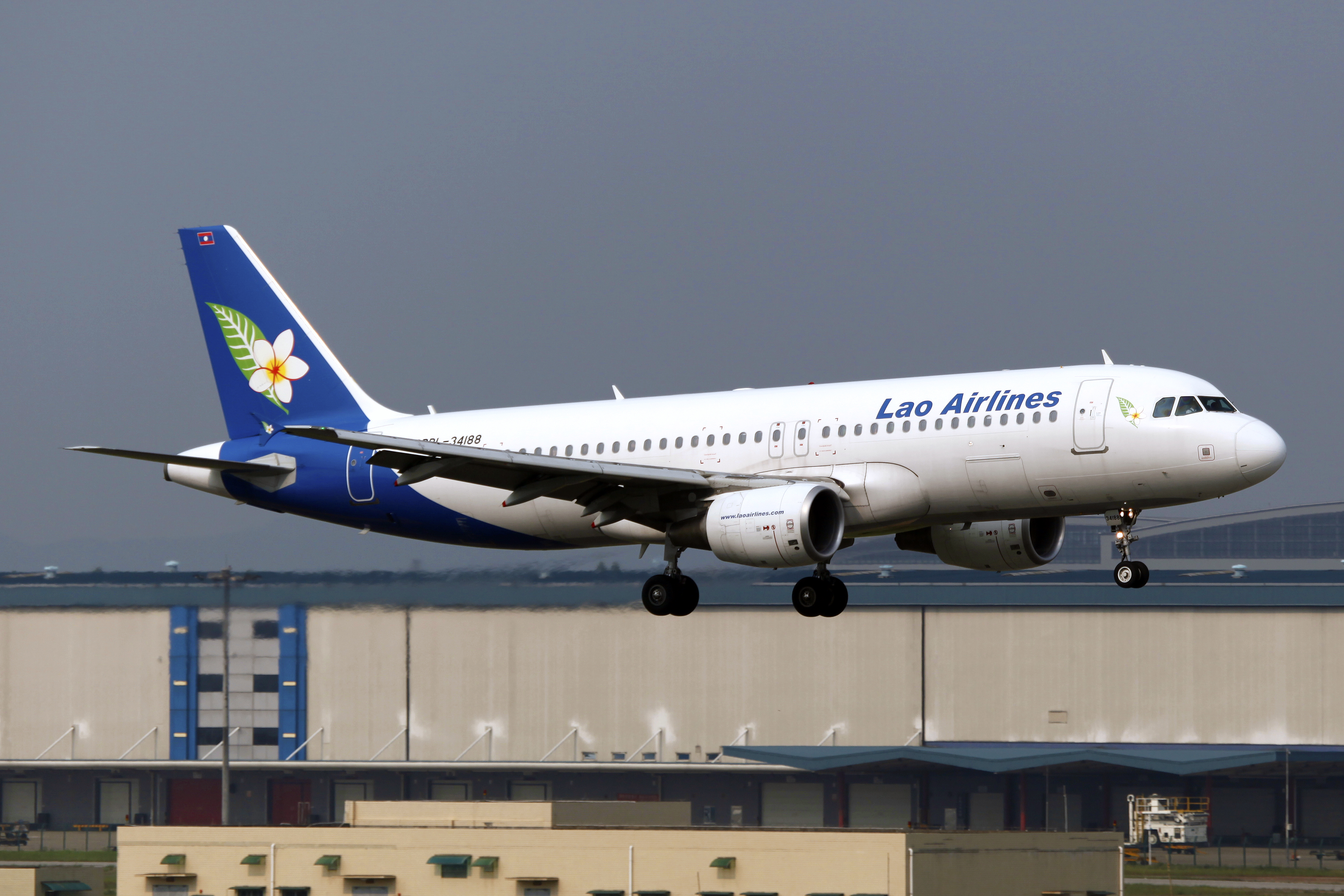 File:RDPL-34188 - Lao Airlines - Airbus A320-214 - CAN (14730601458).jpg -  Wikimedia Commons