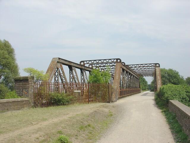 Railway Bridge on the Stratford Greenway - geograph.org.uk - 40116