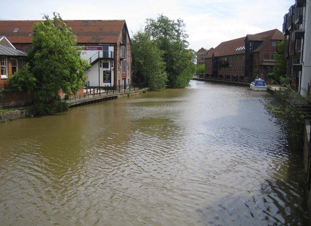 River Medway in Tonbridge - geograph.org.uk - 175049