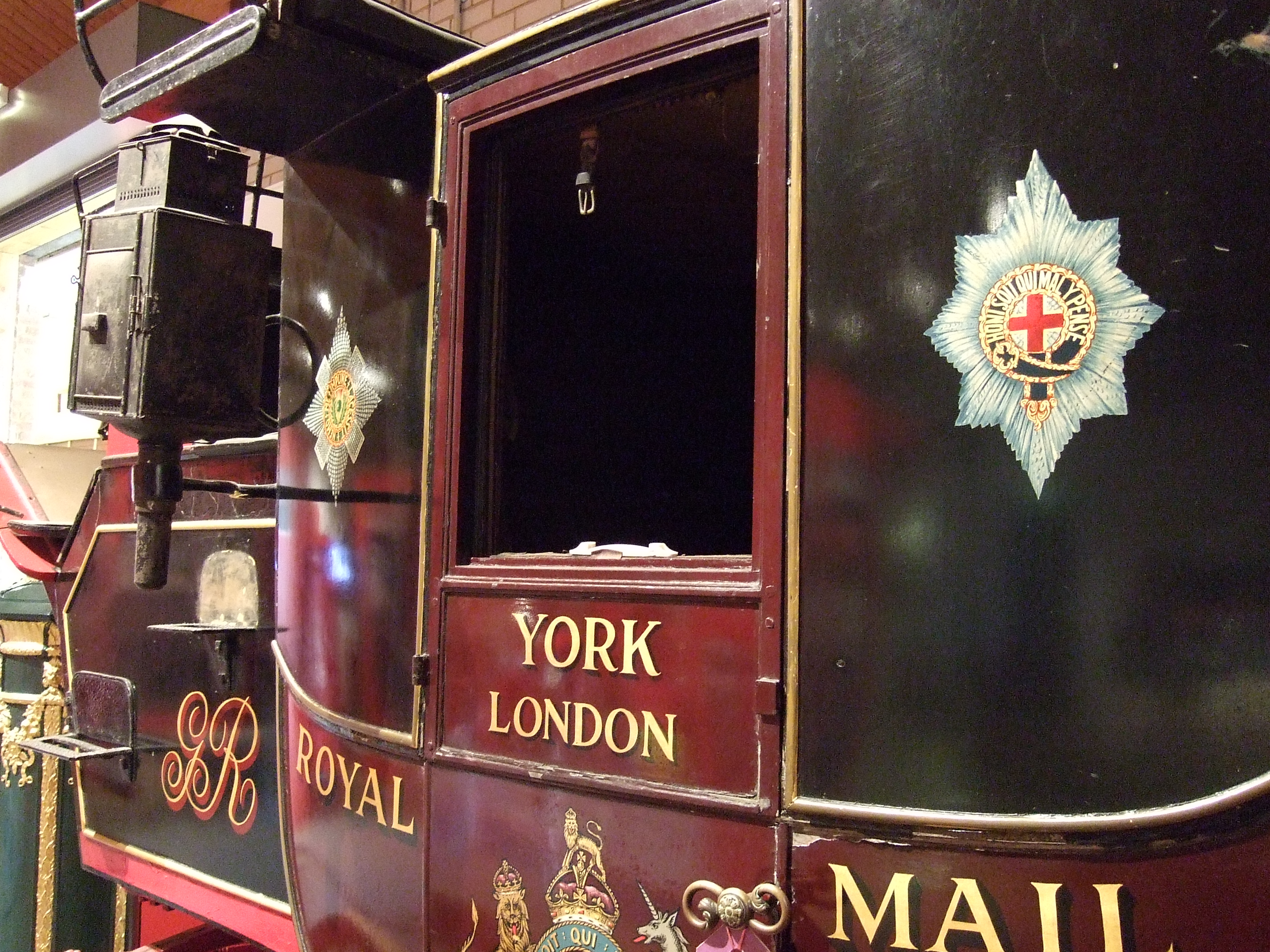 File:Royal Mail Coach - Side.jpg