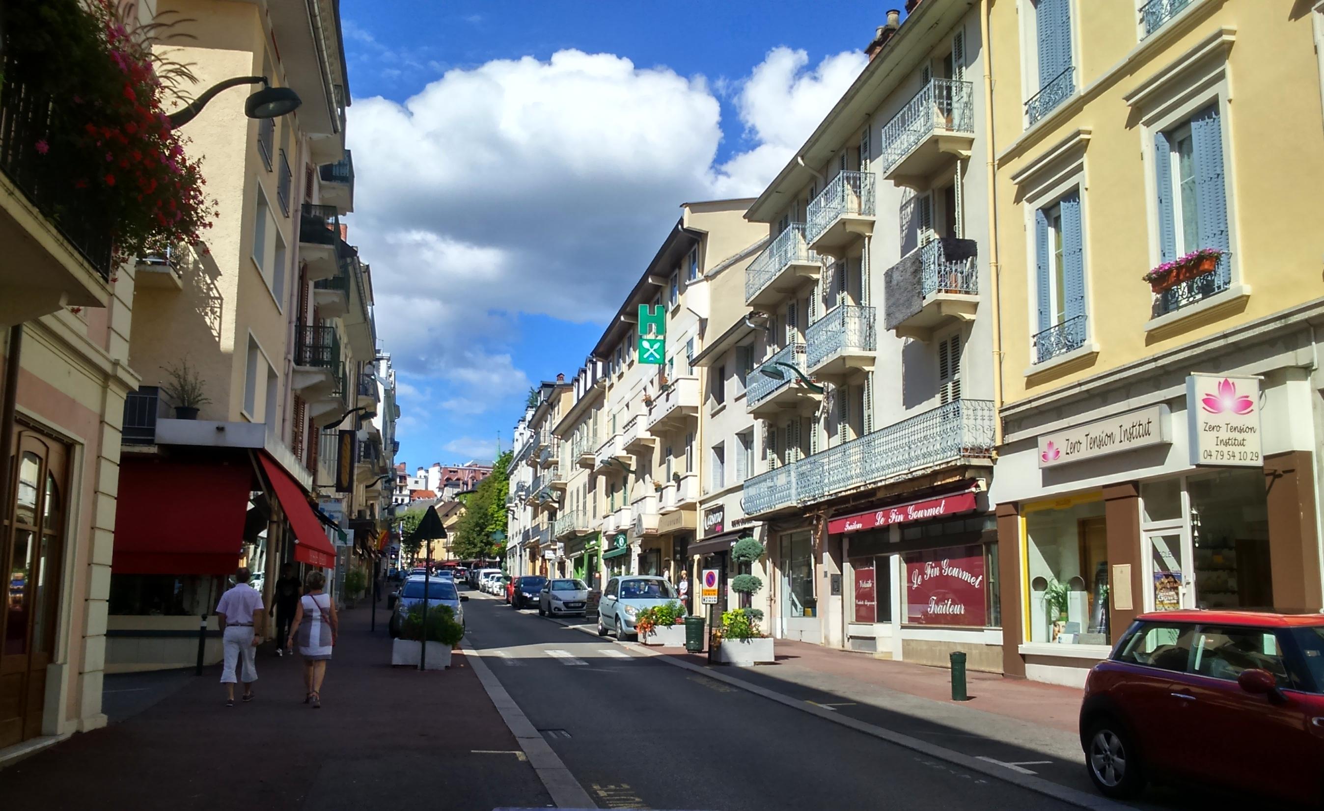 File rue de chamb ry aix les wikimedia commons for Rue des bains