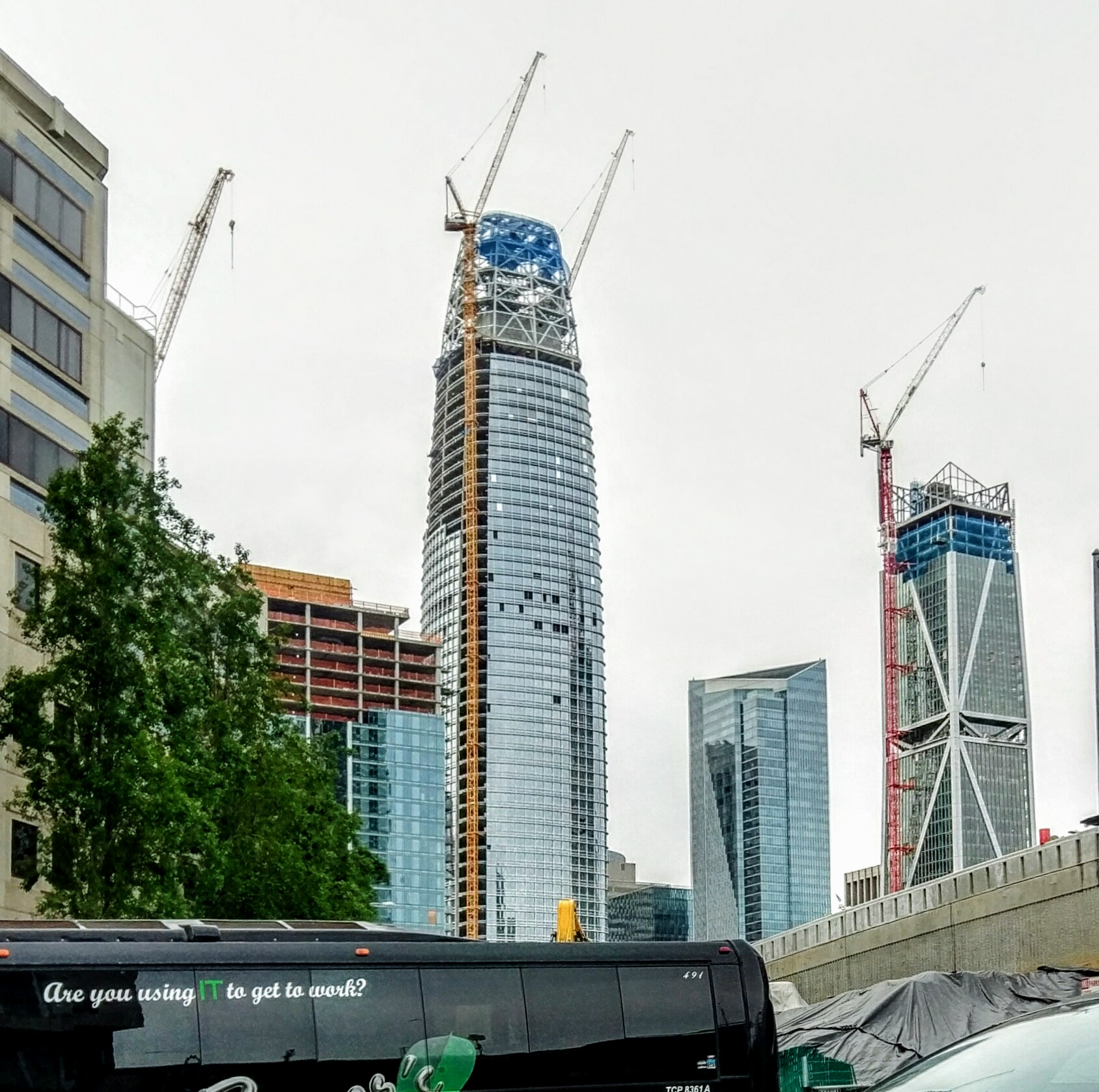 File:Salesforce Tower April 2017.jpg - Wikimedia Commons