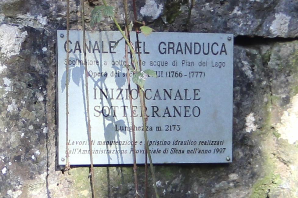 Ingresso del Canale del Granduca, Segno informativo, Montagnola Senese