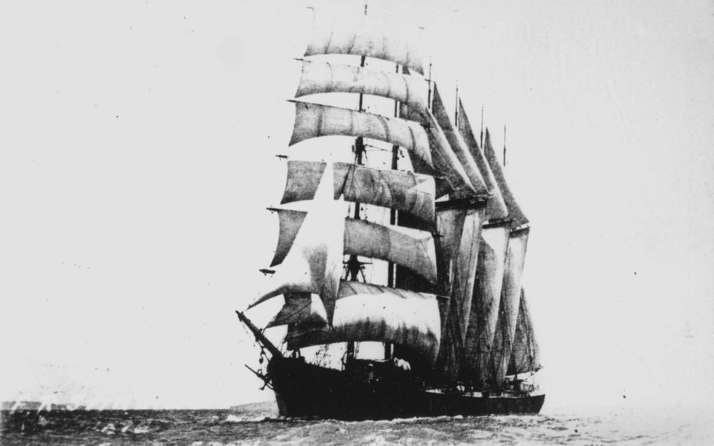 StateLibQld_1_145383_E._R._Sterling_(ship).jpg