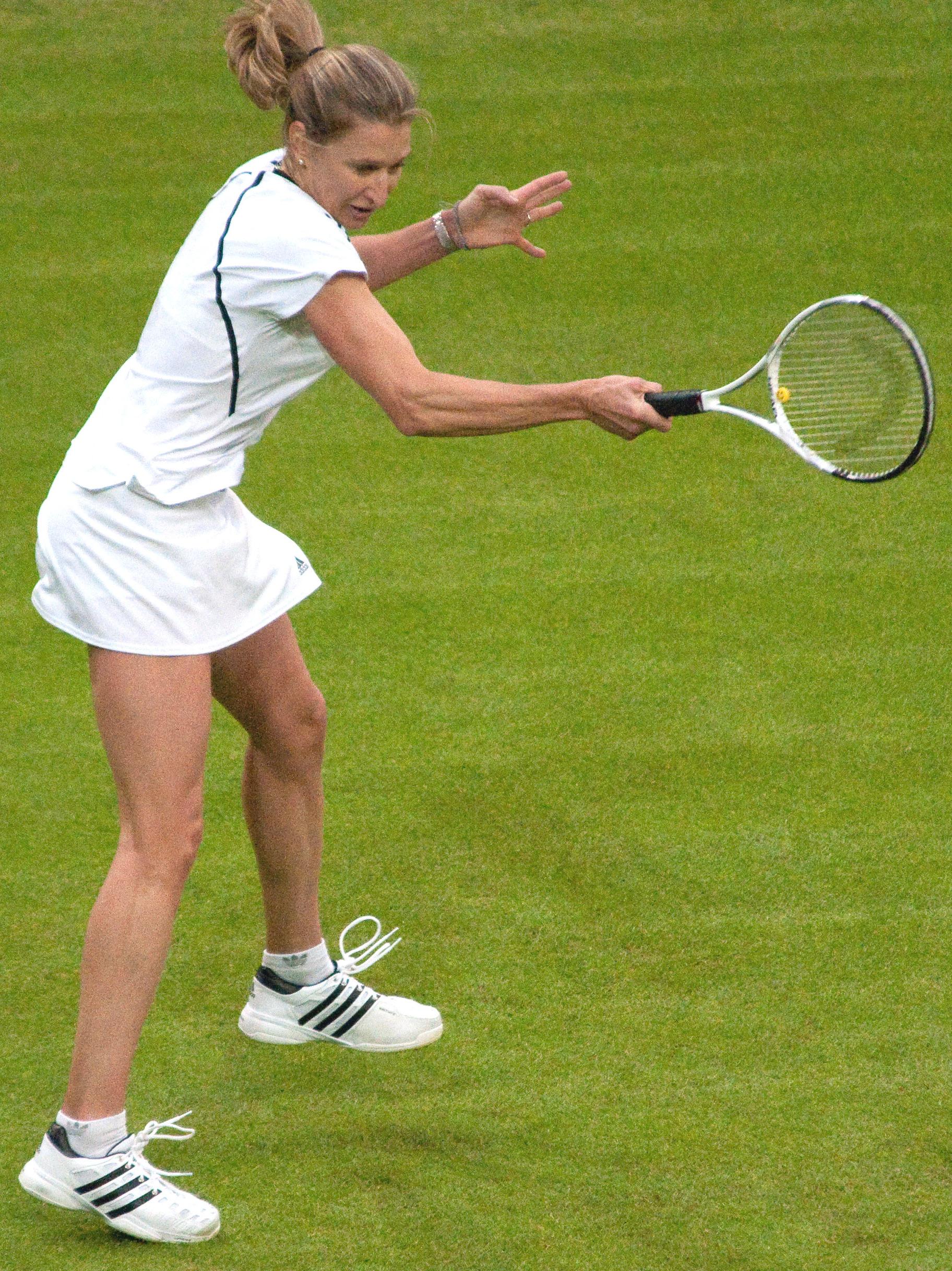 File Steffi Graf Wimbledon 2009 13 cropped Wikimedia mons