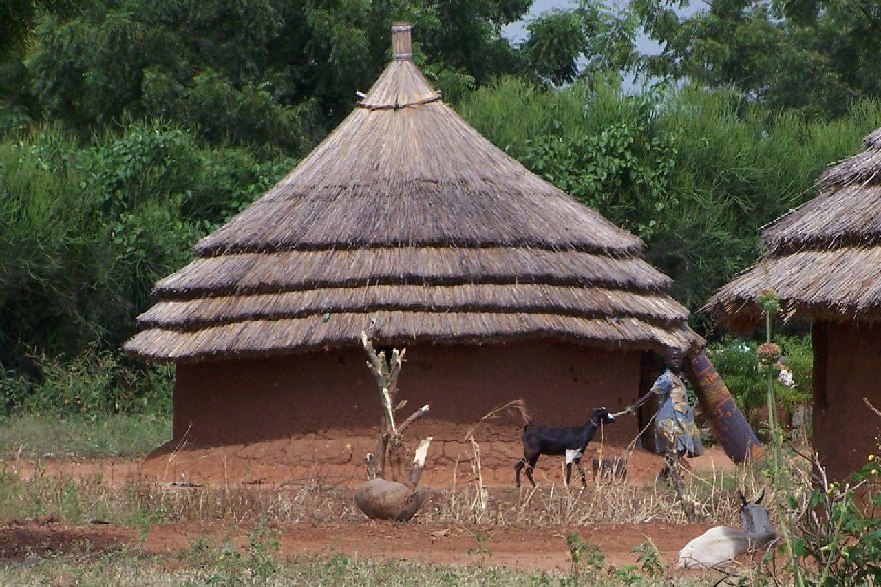 جوبا عروس الجنوب السوداني Sudan_Juba_hut_30dez
