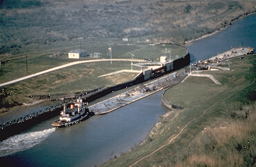 File:Tug & barges on Gulf Intracoastal Waterway.png