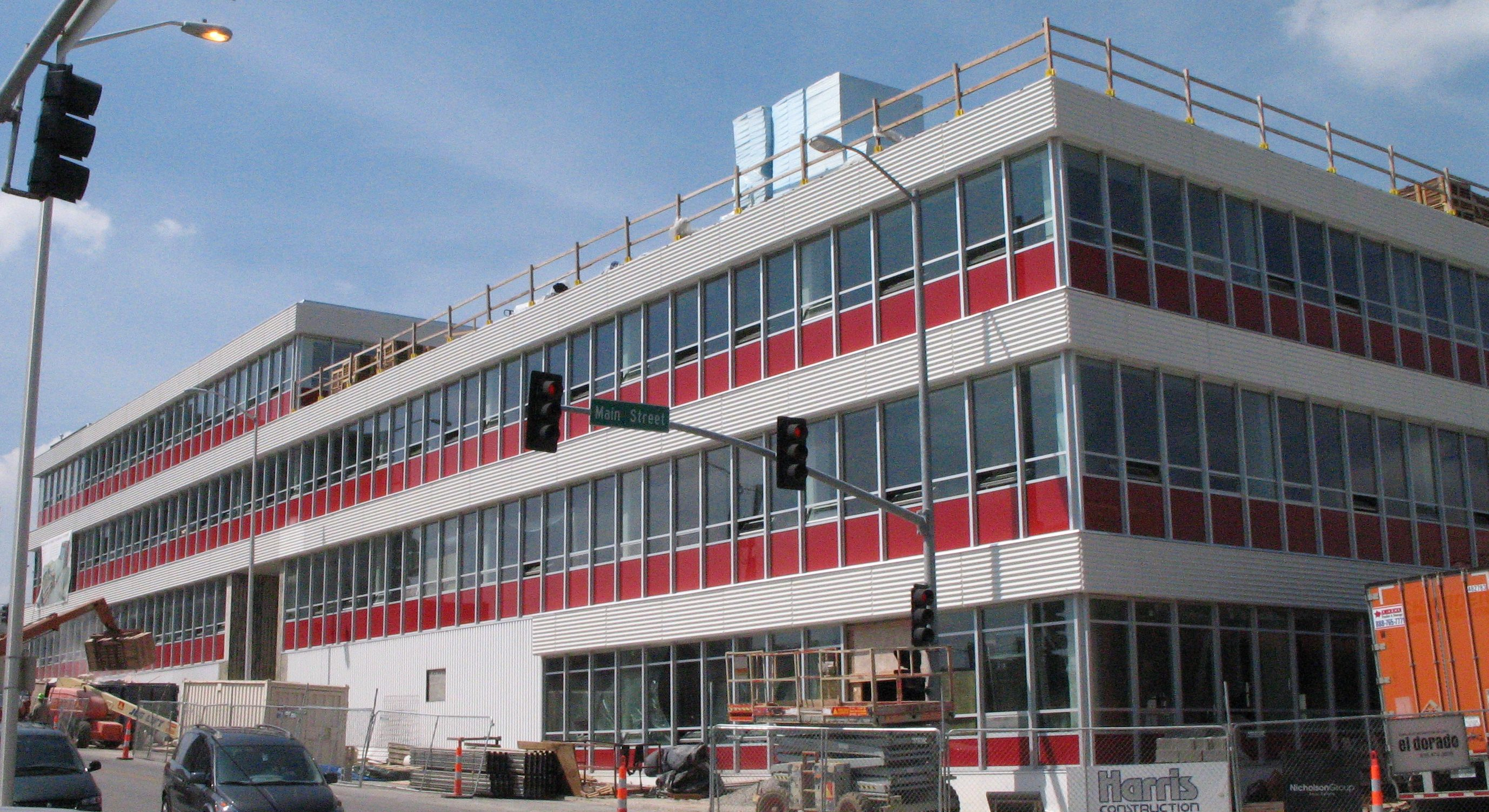 TWA Headquarters in Kansas City being renovated. Photo in August 2006 by poster.