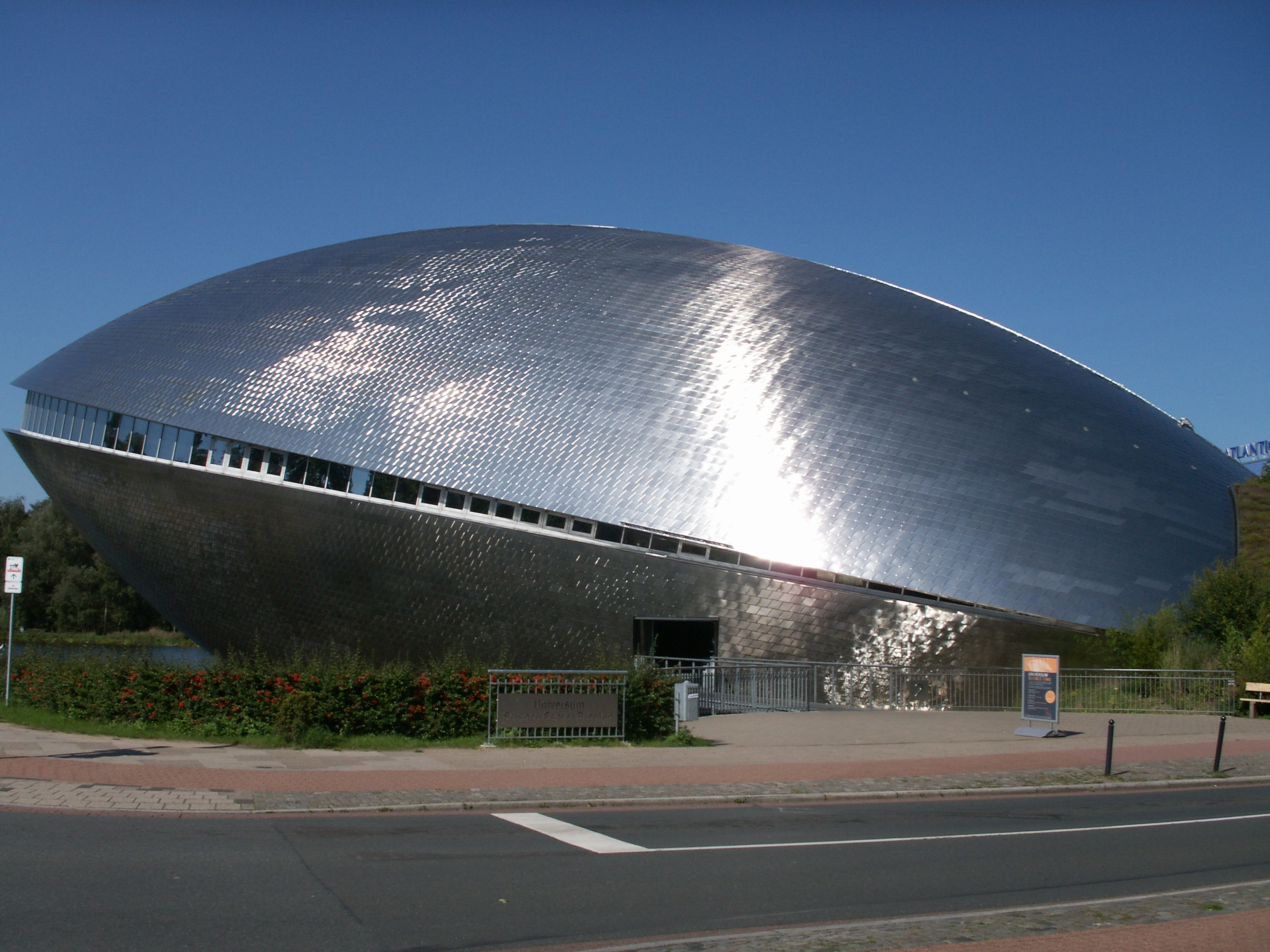 http://upload.wikimedia.org/wikipedia/commons/a/a3/Universum%C2%AE_Science_Center,_Bremen,_Germany.jpg