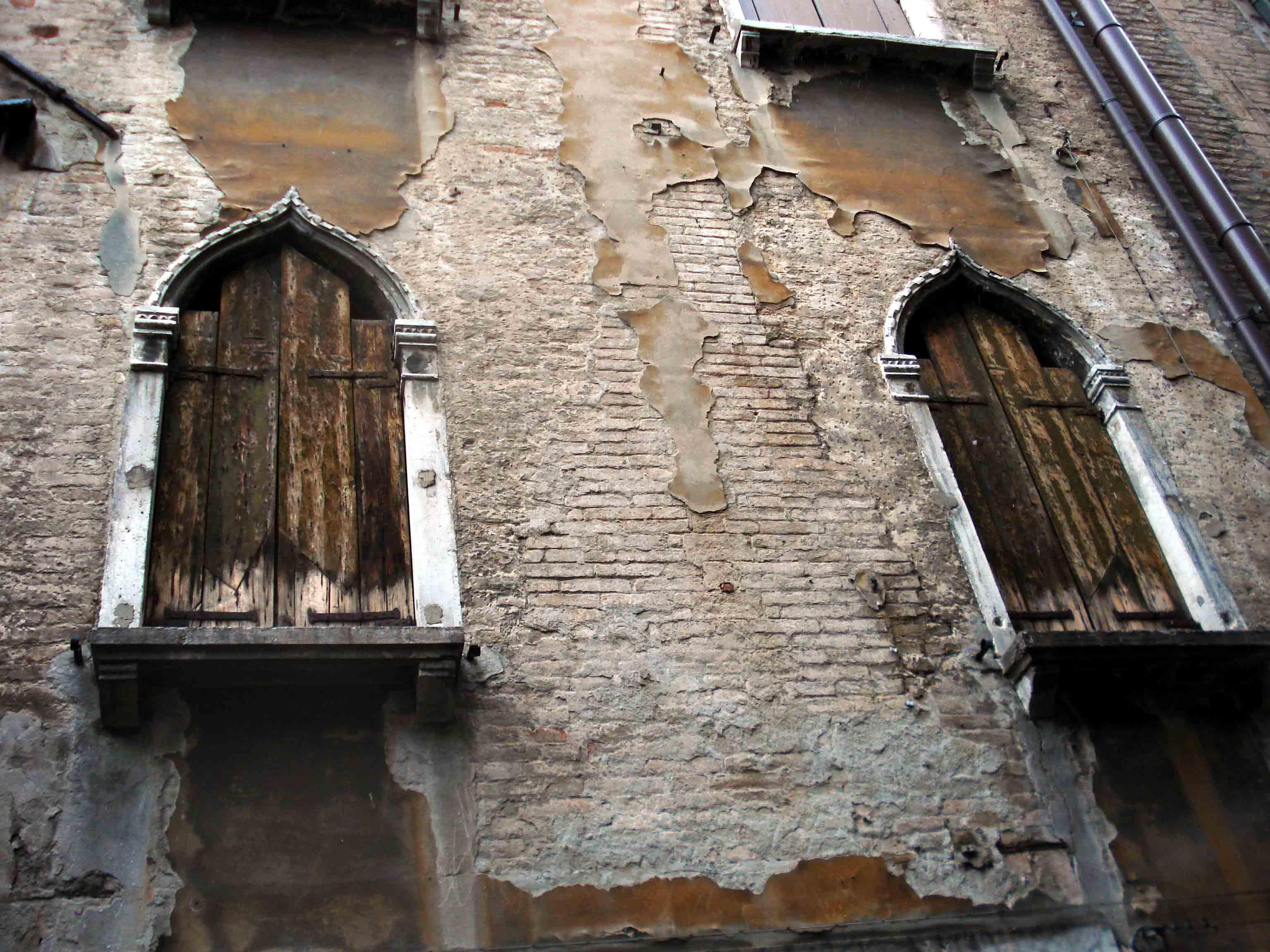 Elegant decay for Elegant windows