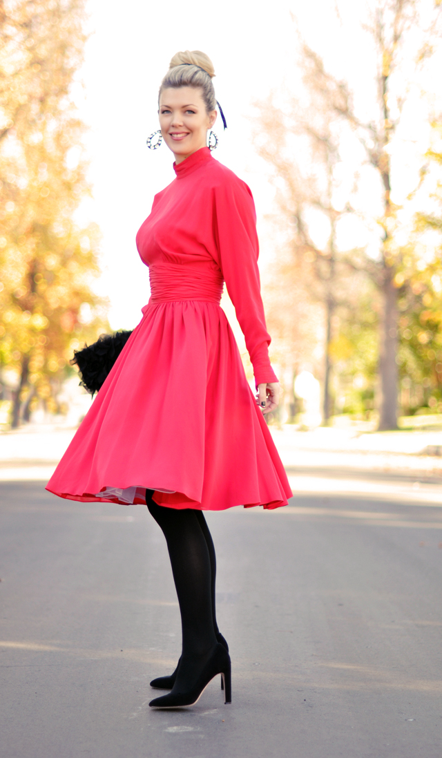 Does a red dress go with black tights fashion